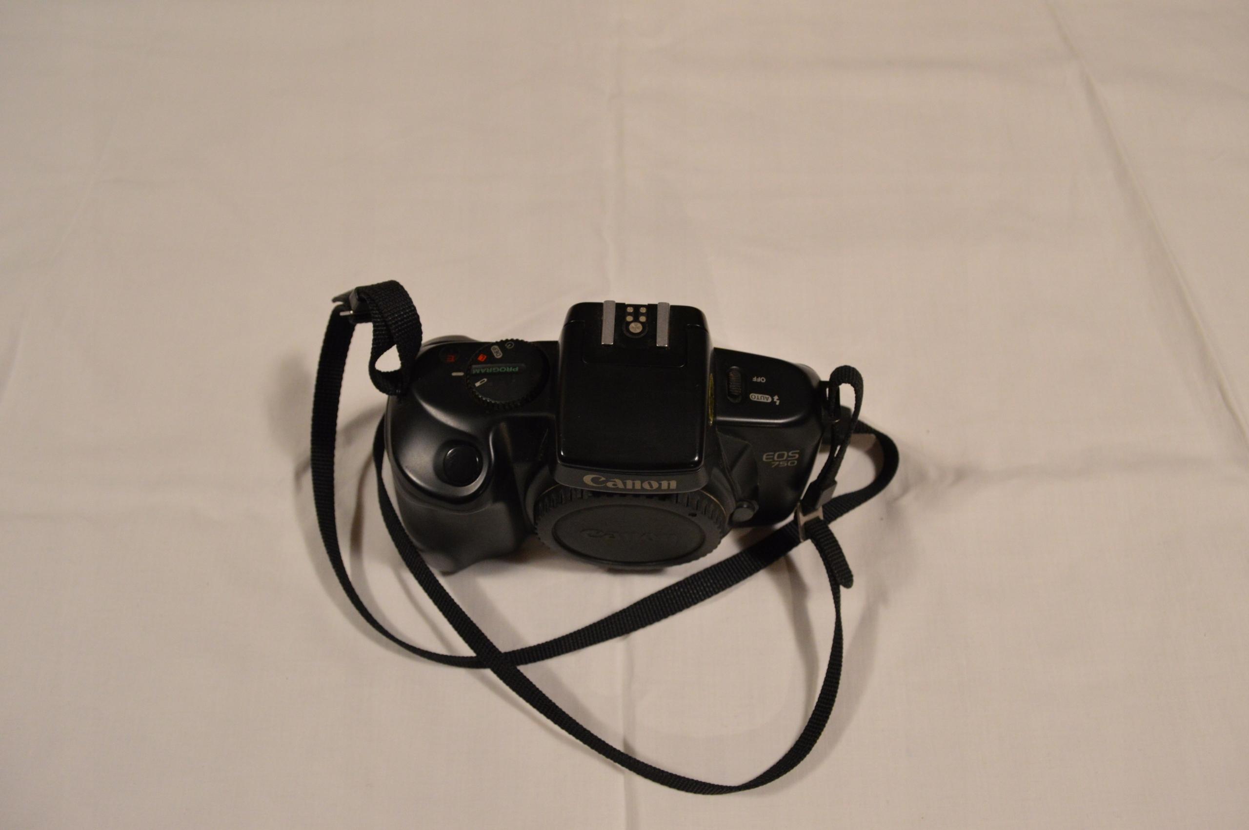 Canon EOS 750