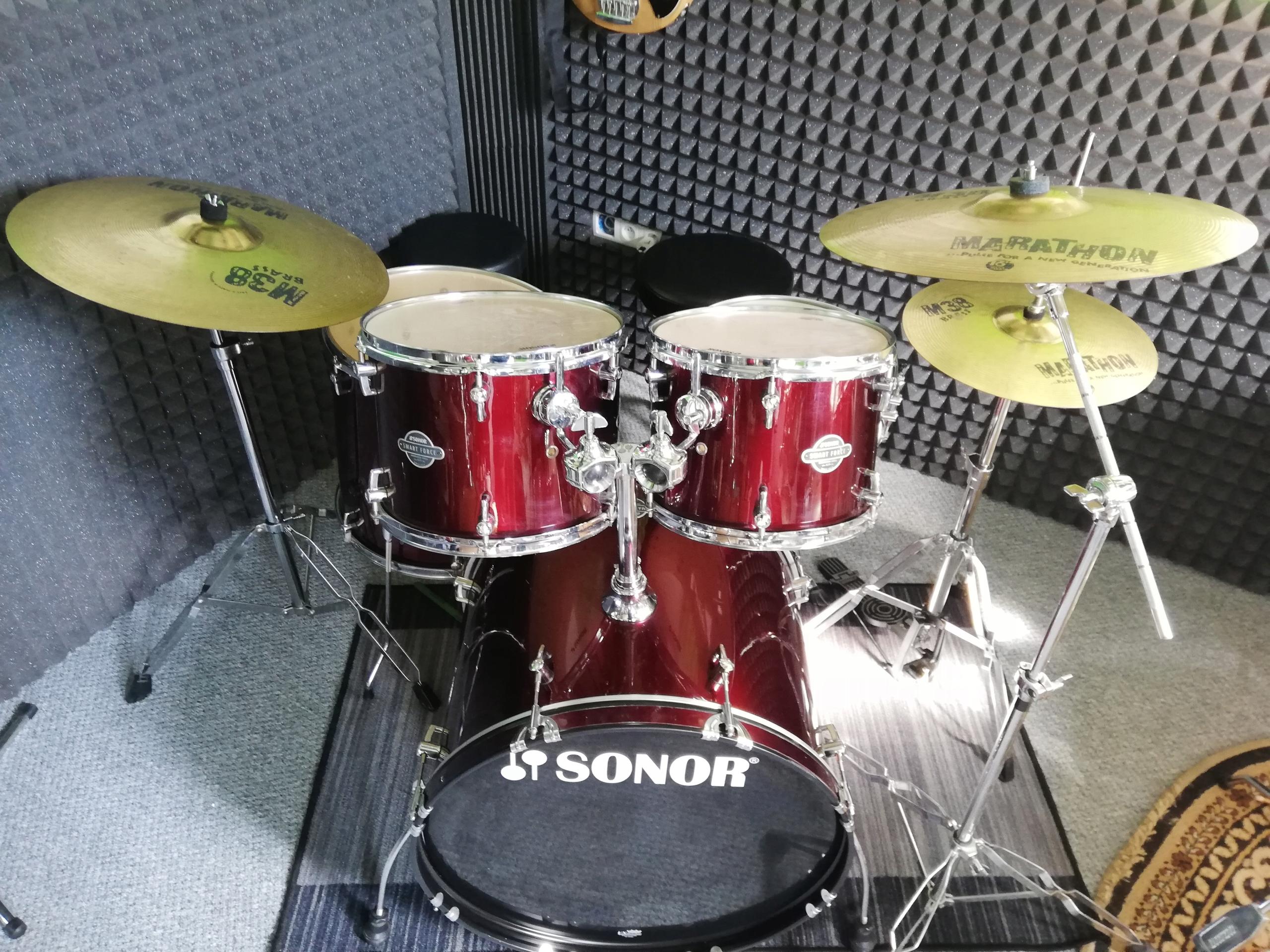 Perkusja: Sonor Force, statywy, talerze Meinl Komp
