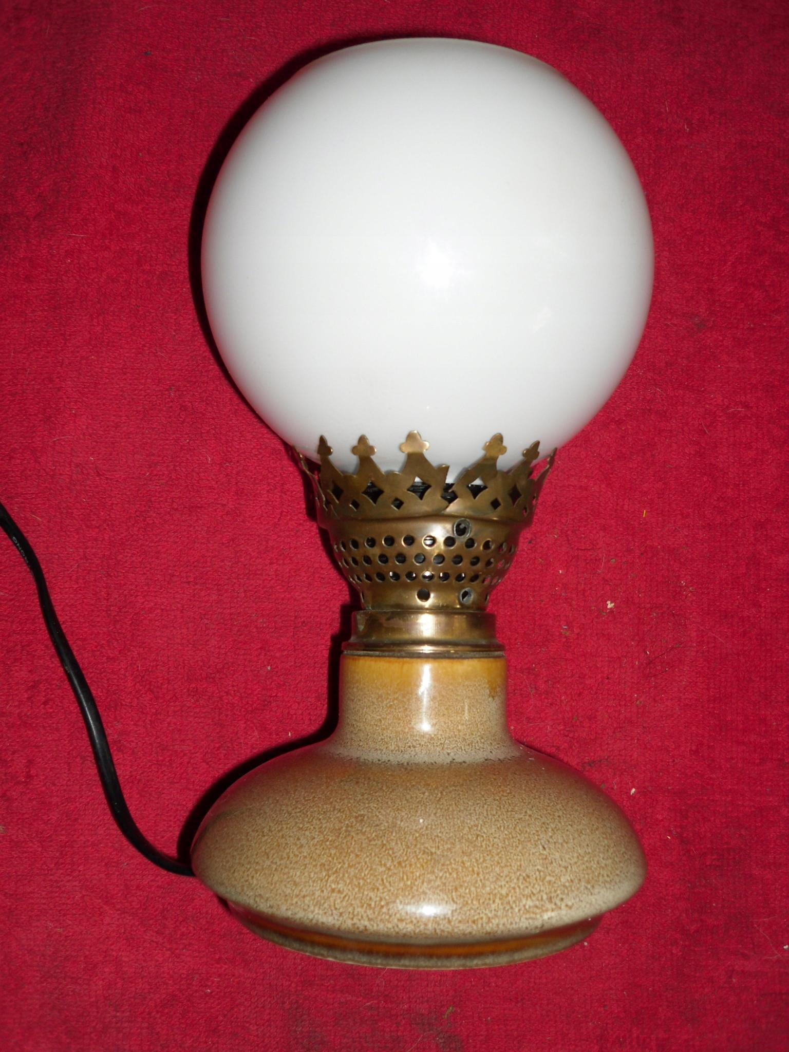 STYLOWA LAMPKA NOCNA Z KLOSZEM MOSIĄDZ