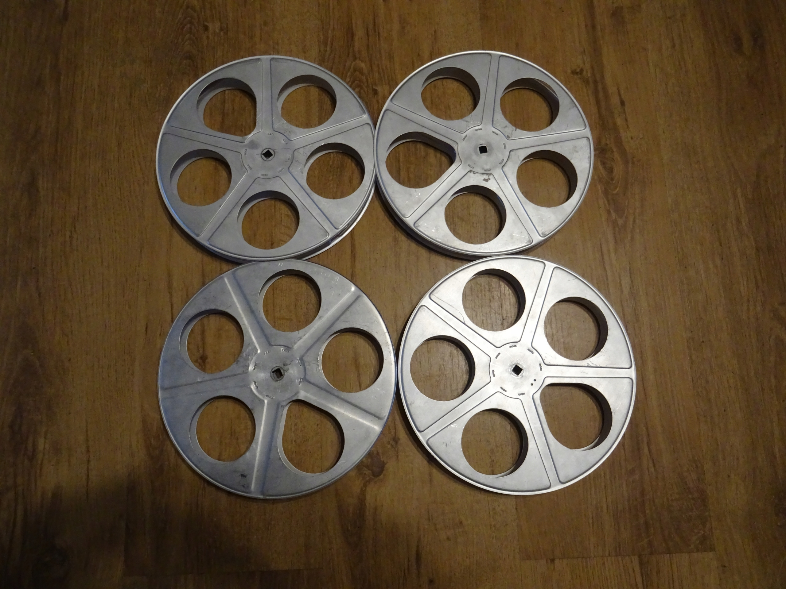 Szpule na filmy 16 mm 24 cm