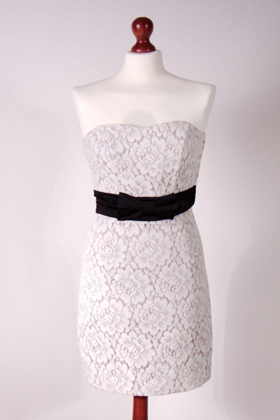 8a81b2d2aa Biała koronkowa sukienka