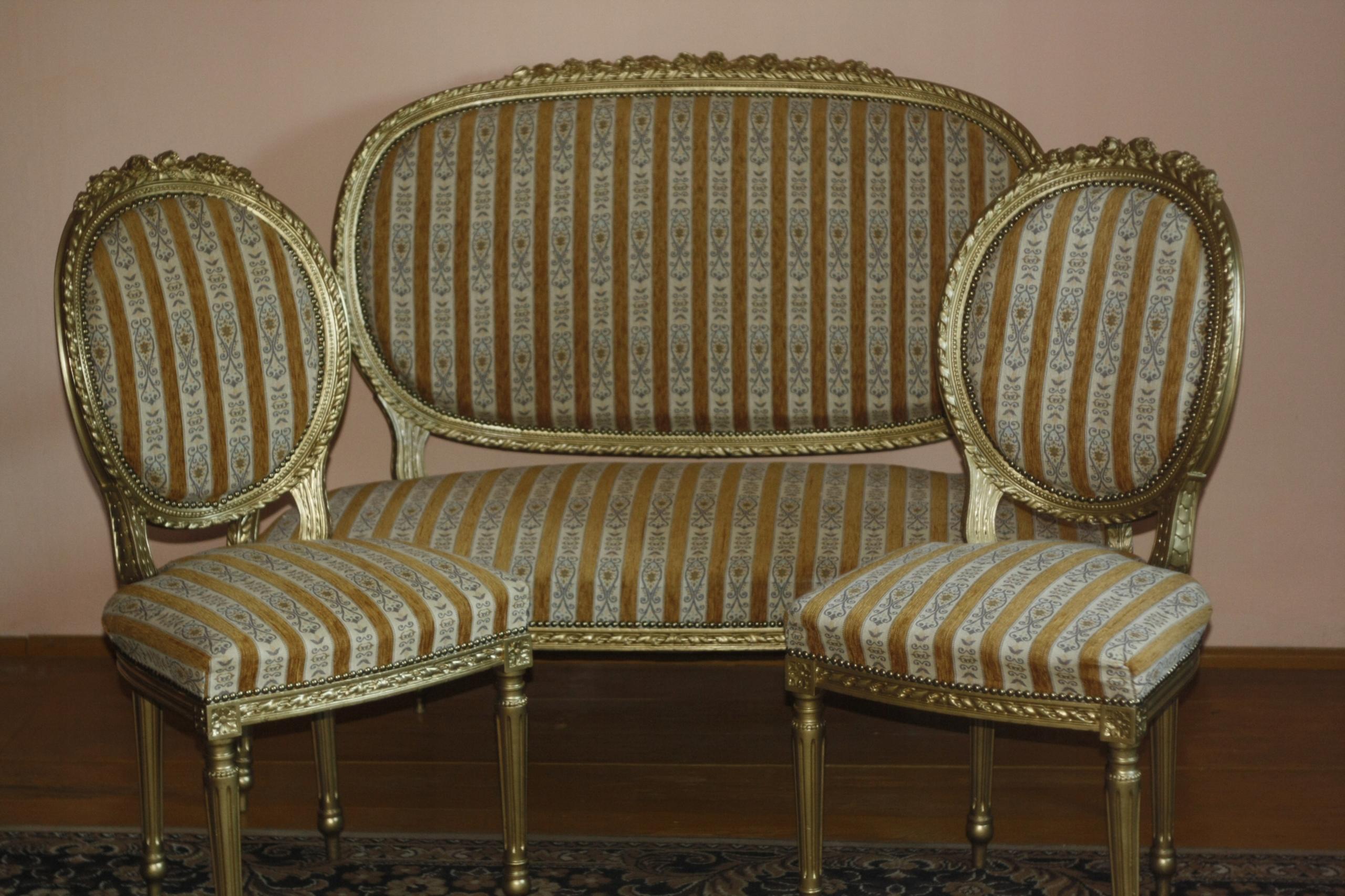 Meble ozdobne komplet sofa i dwa krzesła