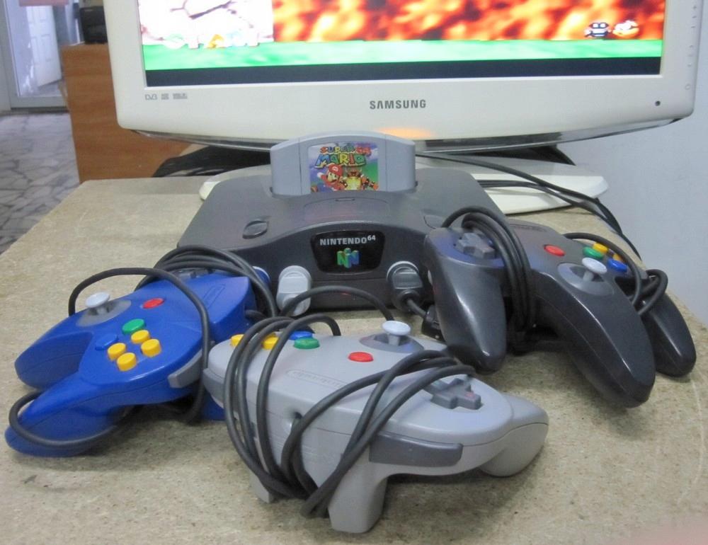 Konsola Nintendo 64 + 3 pady + gra Mario Komplet