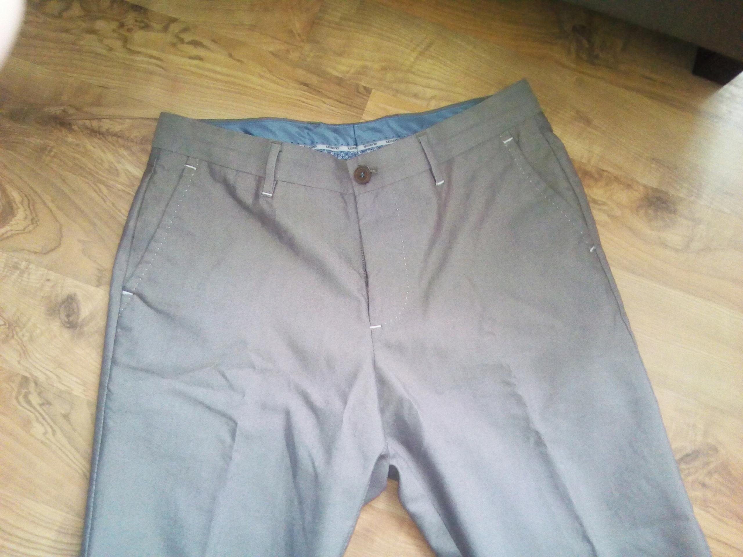 Spodnie eleganckie Reserved r.48