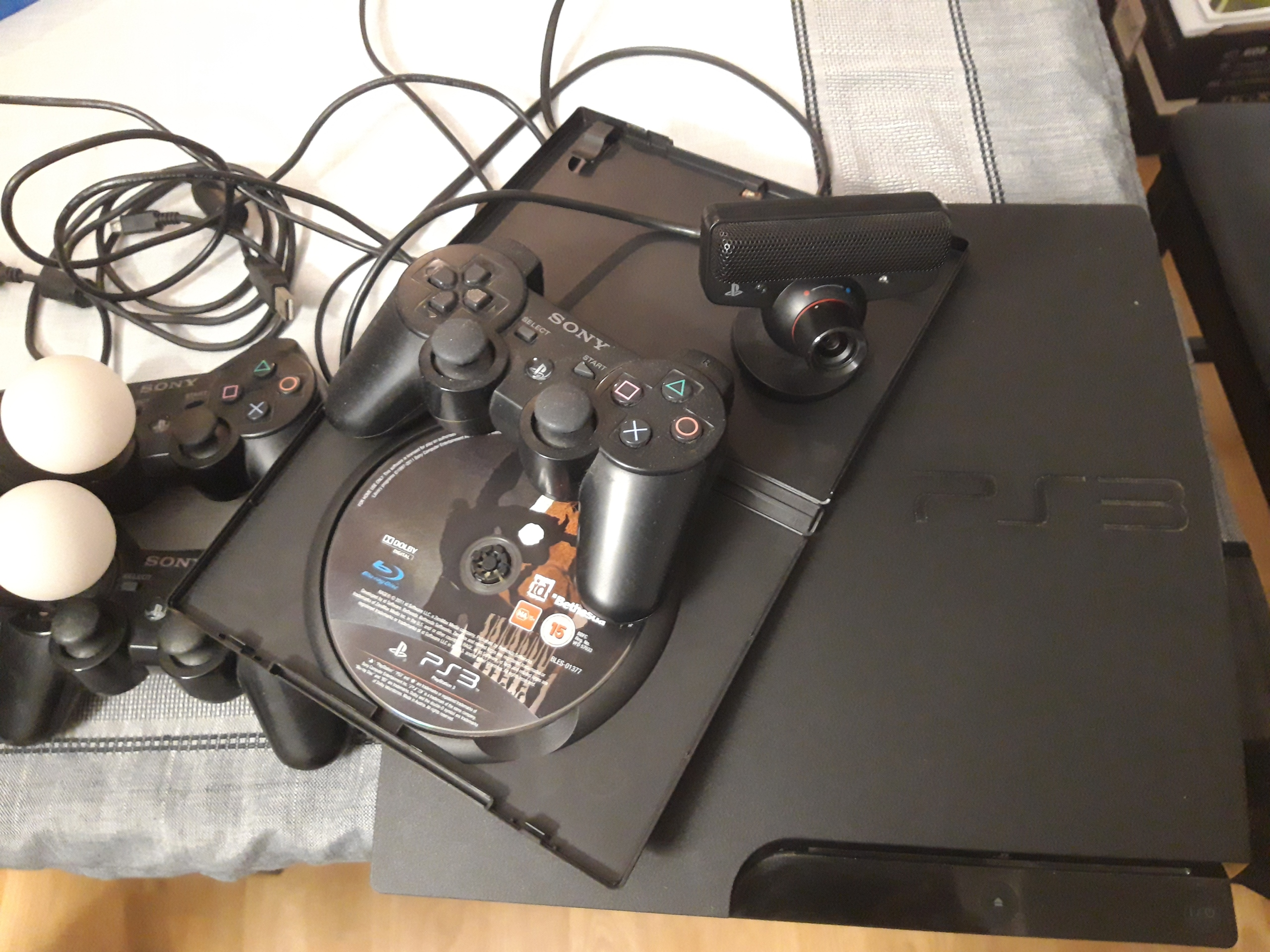 Playstation 3 + PS Eye + PS Move + 3x Pad + Gra