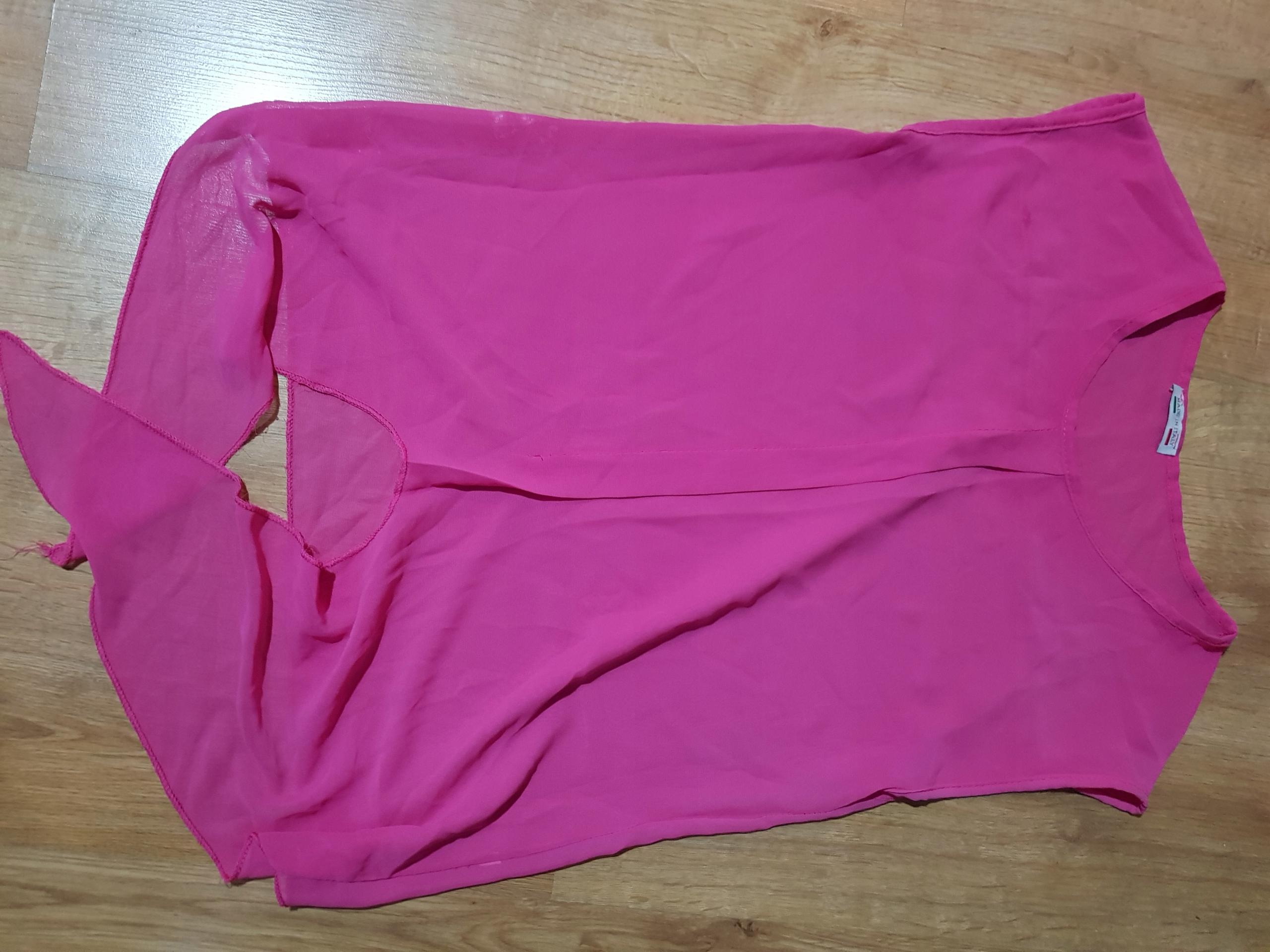 Różowa bluzka wiązana na dole