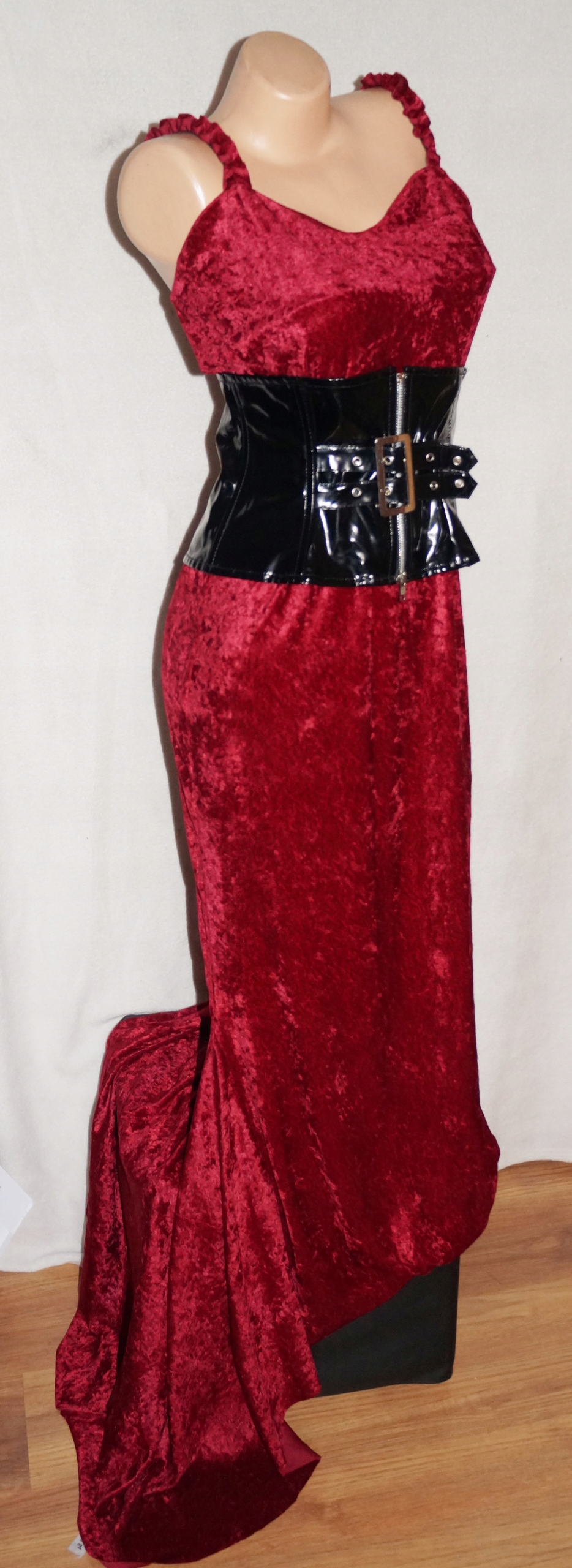 Sukienka Famme Fatale Dama Wampirzyca Goth M / L
