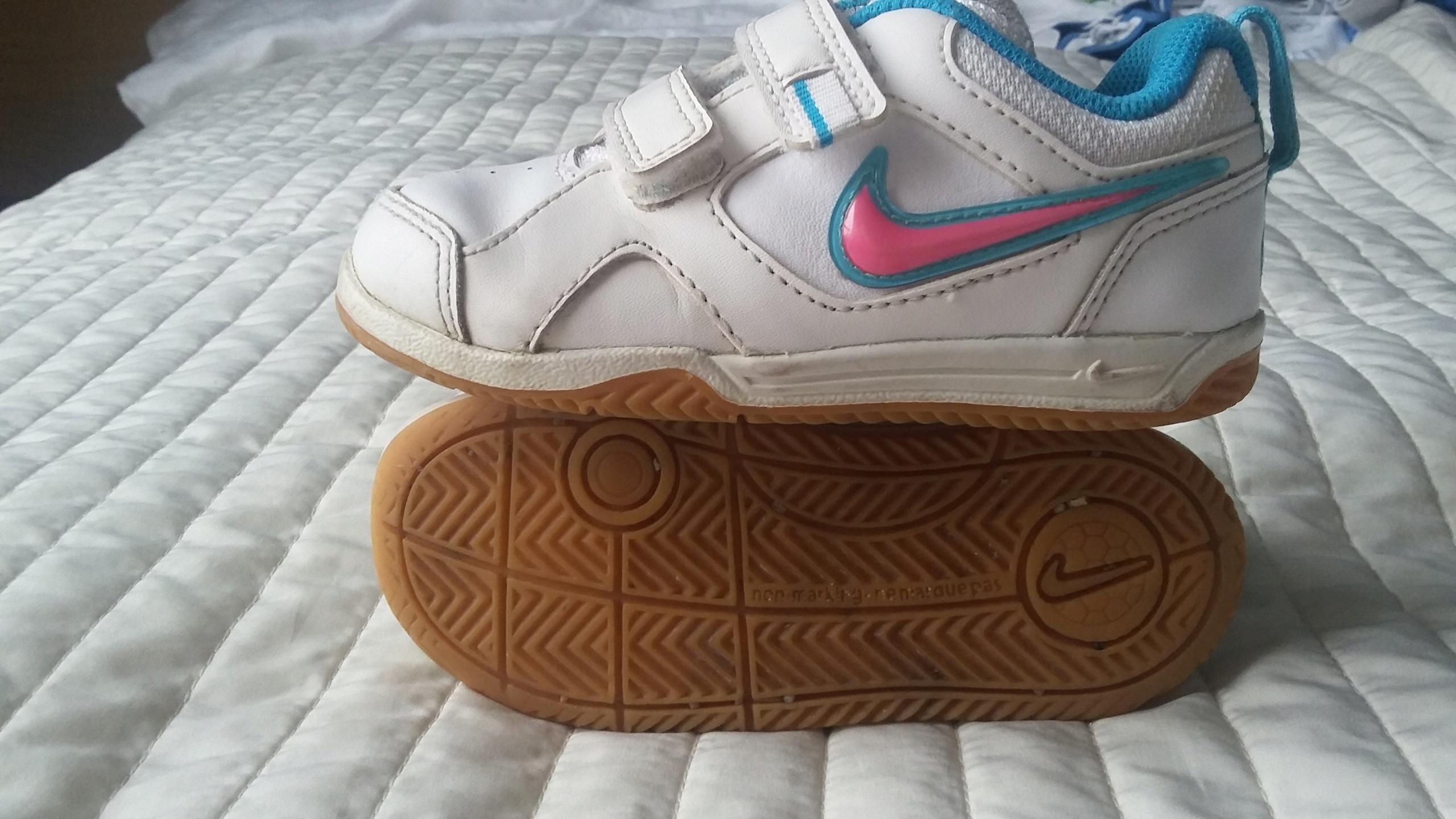 Adidasy buty sportowe Nike romiar 25 dziewczynka