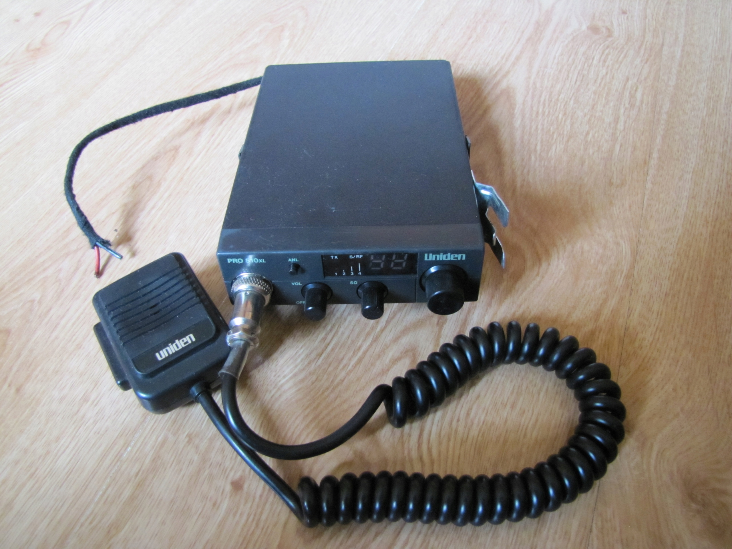 CB radio Uniden 510XL PRO + antenka = ŁĄCZNOŚĆ.