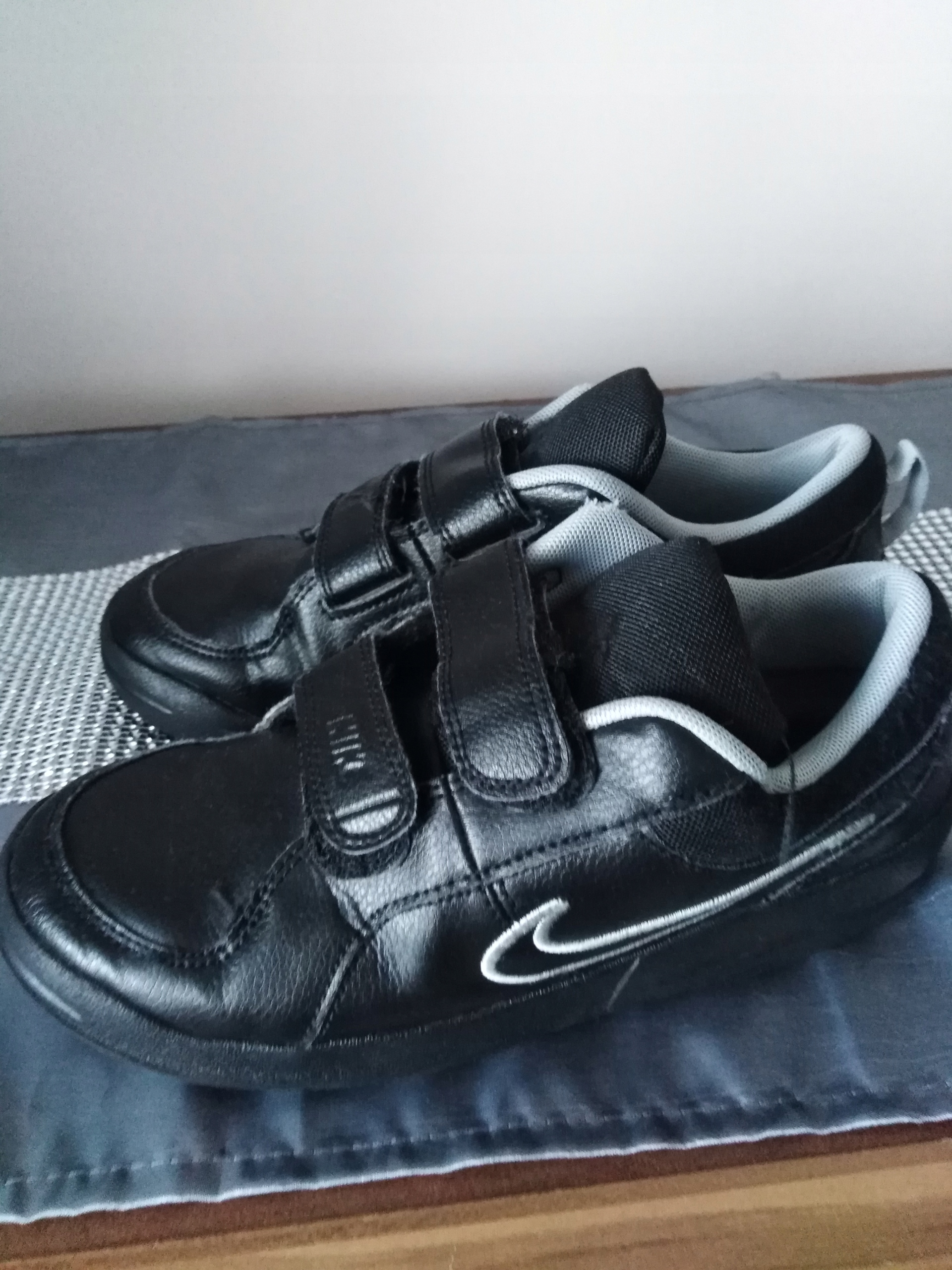Buty sportowe chłopięce Nike r. 35