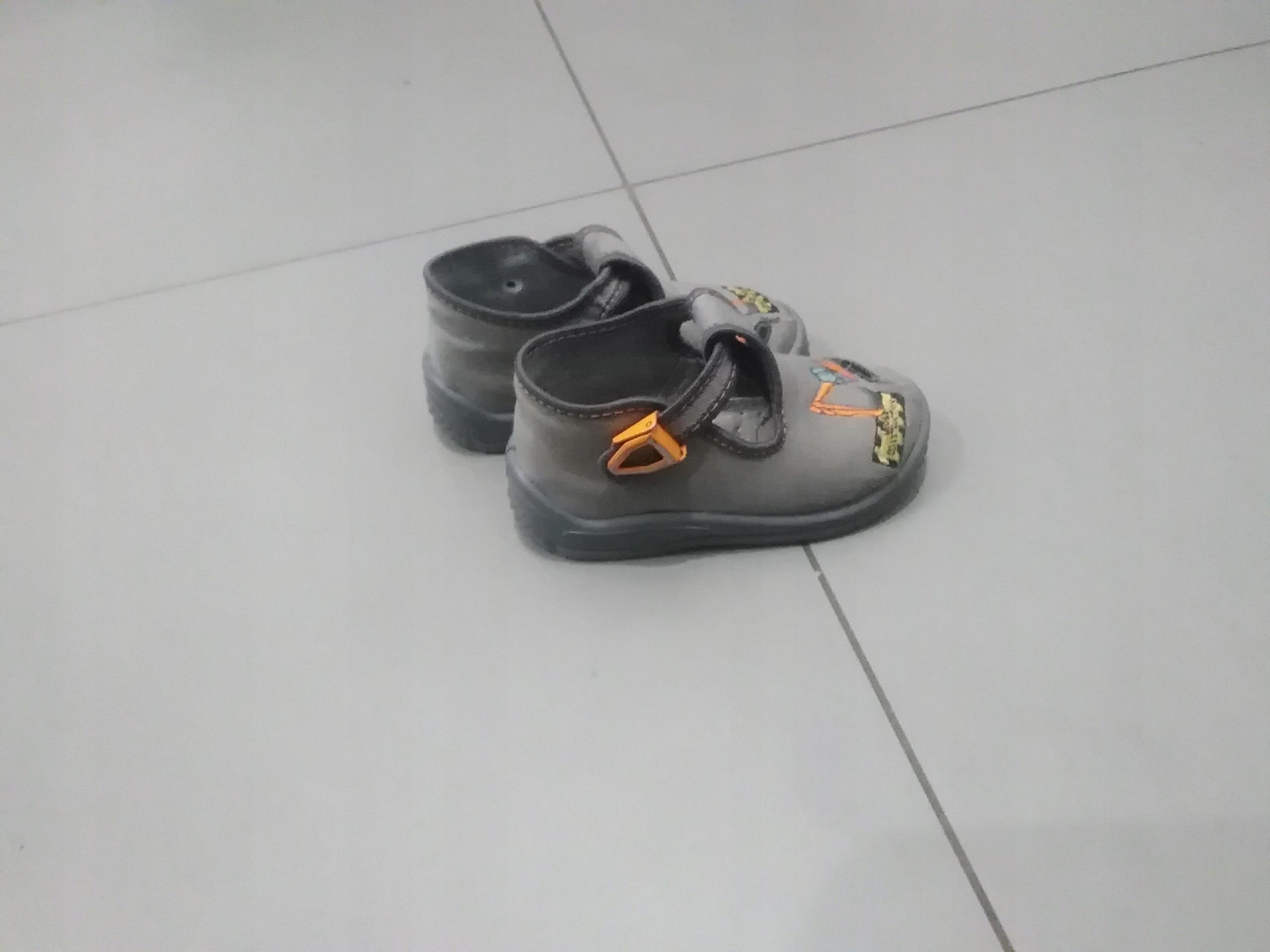 Kapcie buty r. 21 dla chłopca jak NOWE