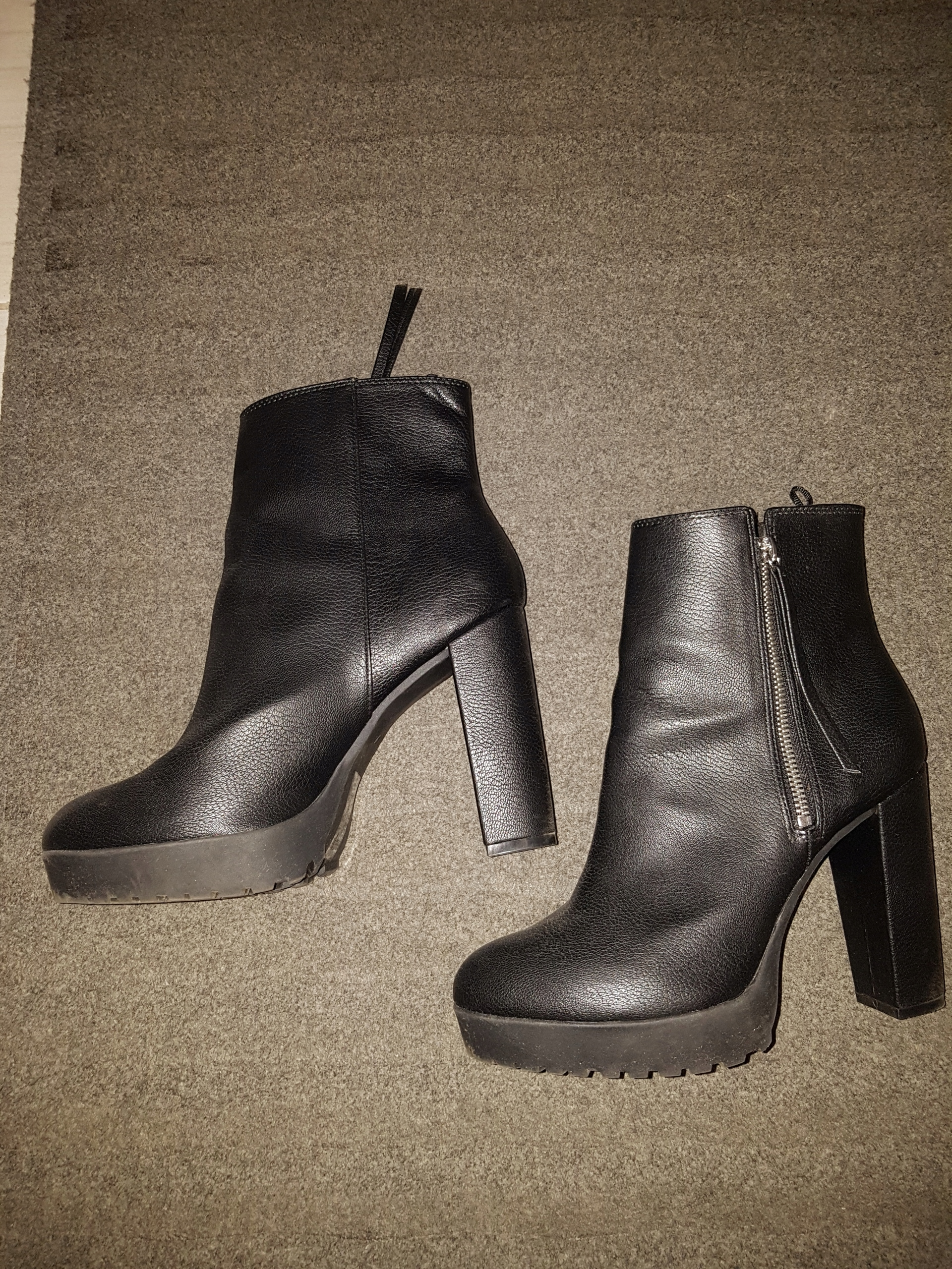57f024e5fea6d H&M- czarne botki na słupku- idealne na wiosnę - 7888001425 ...