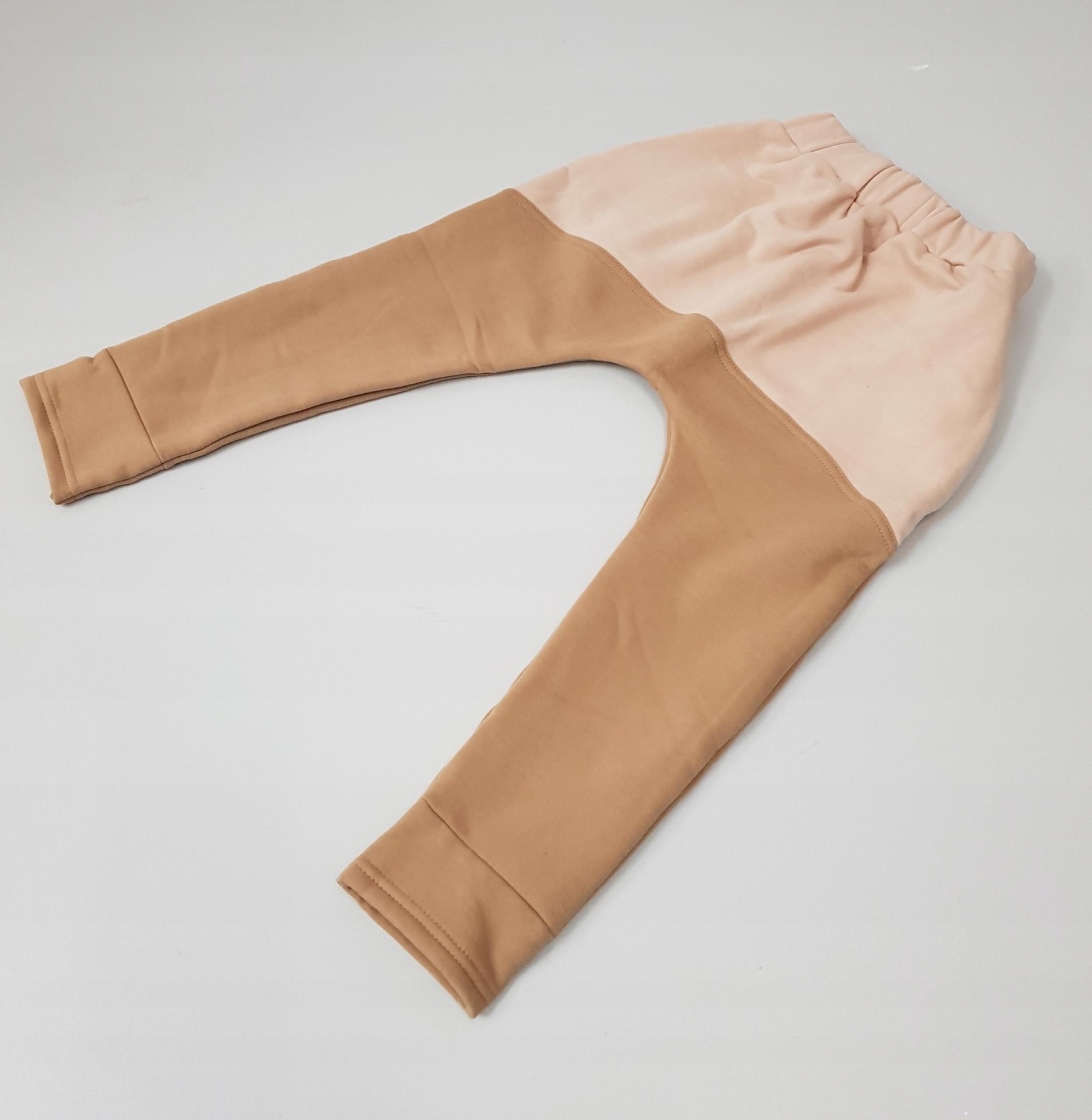 spodnie dresowe chłopięce baggy ocieplane r.104