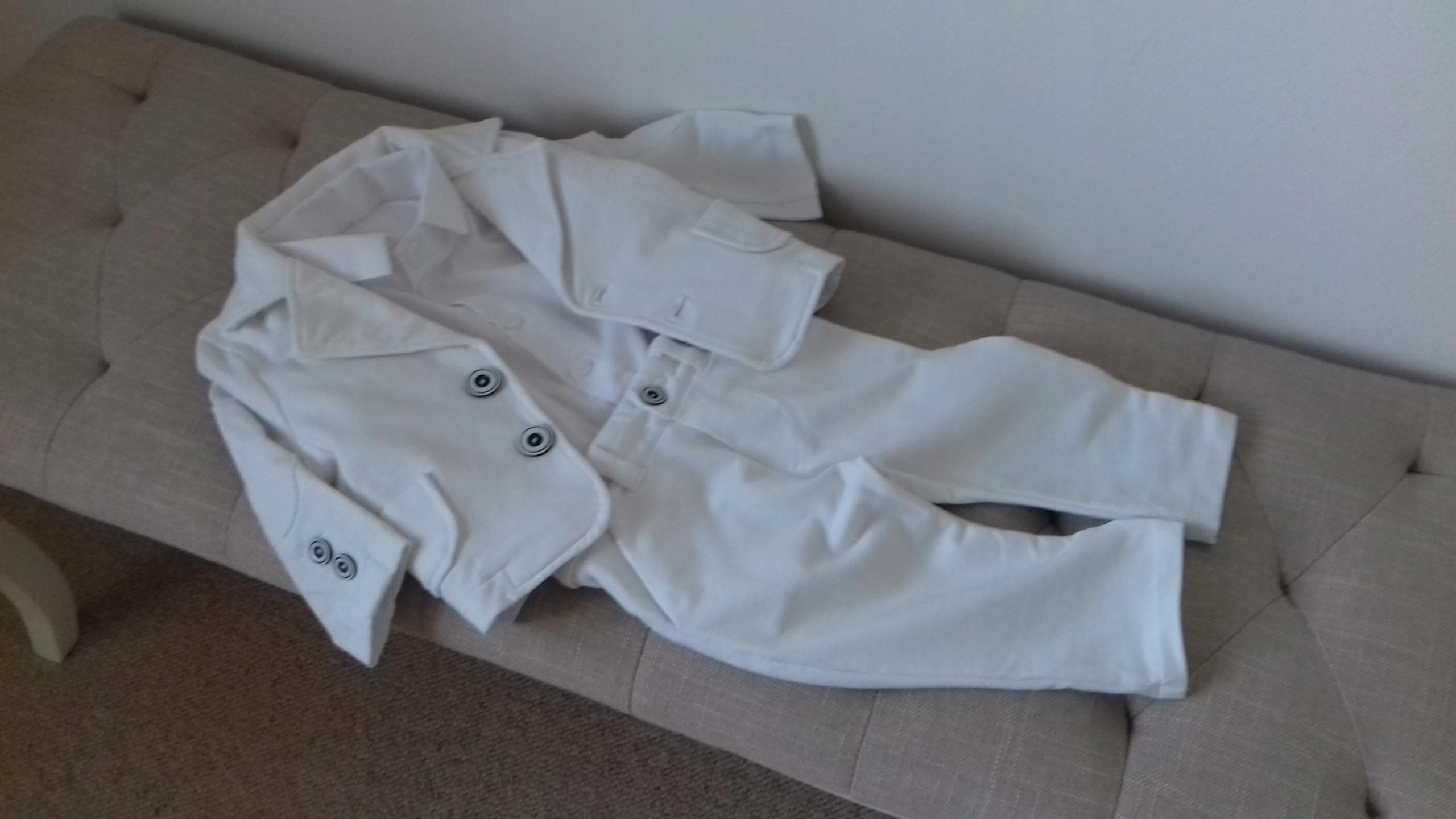 Biały garnitur Szafa Krasnala koszulobody 68 cm