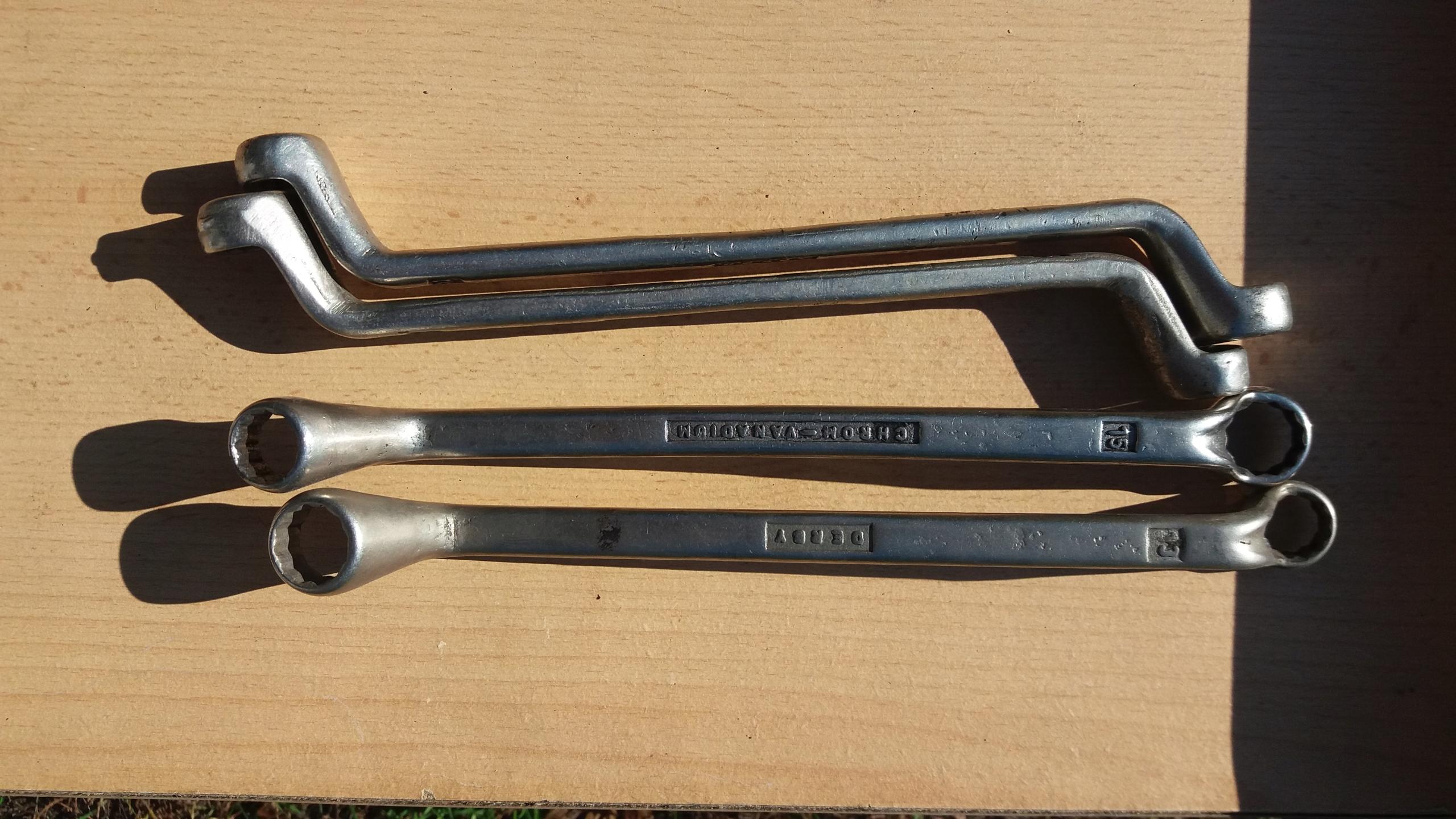 Klucz oczkowo-gięty 13x15