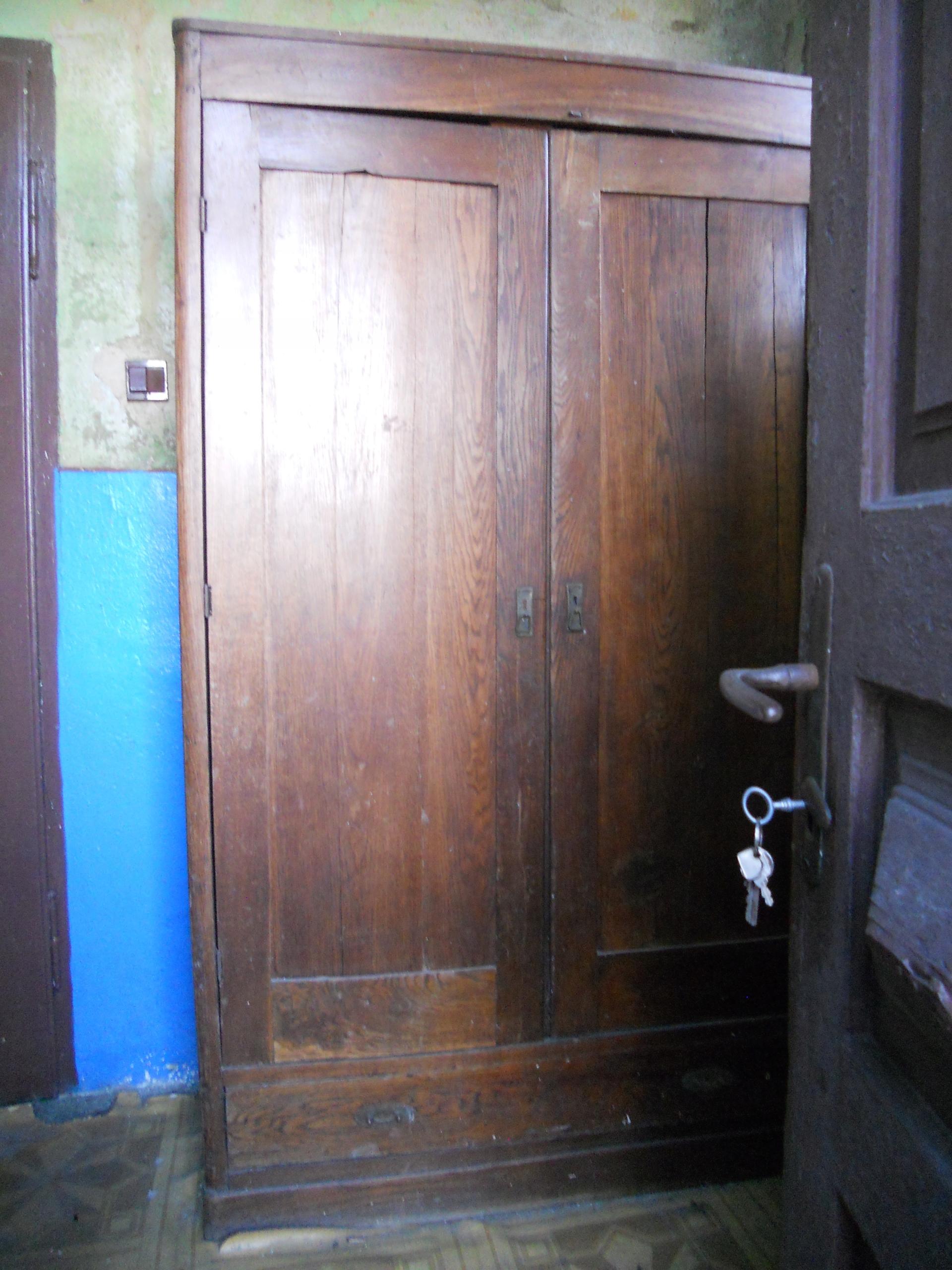 Szafa drewniana , wiek ok 80 lat .