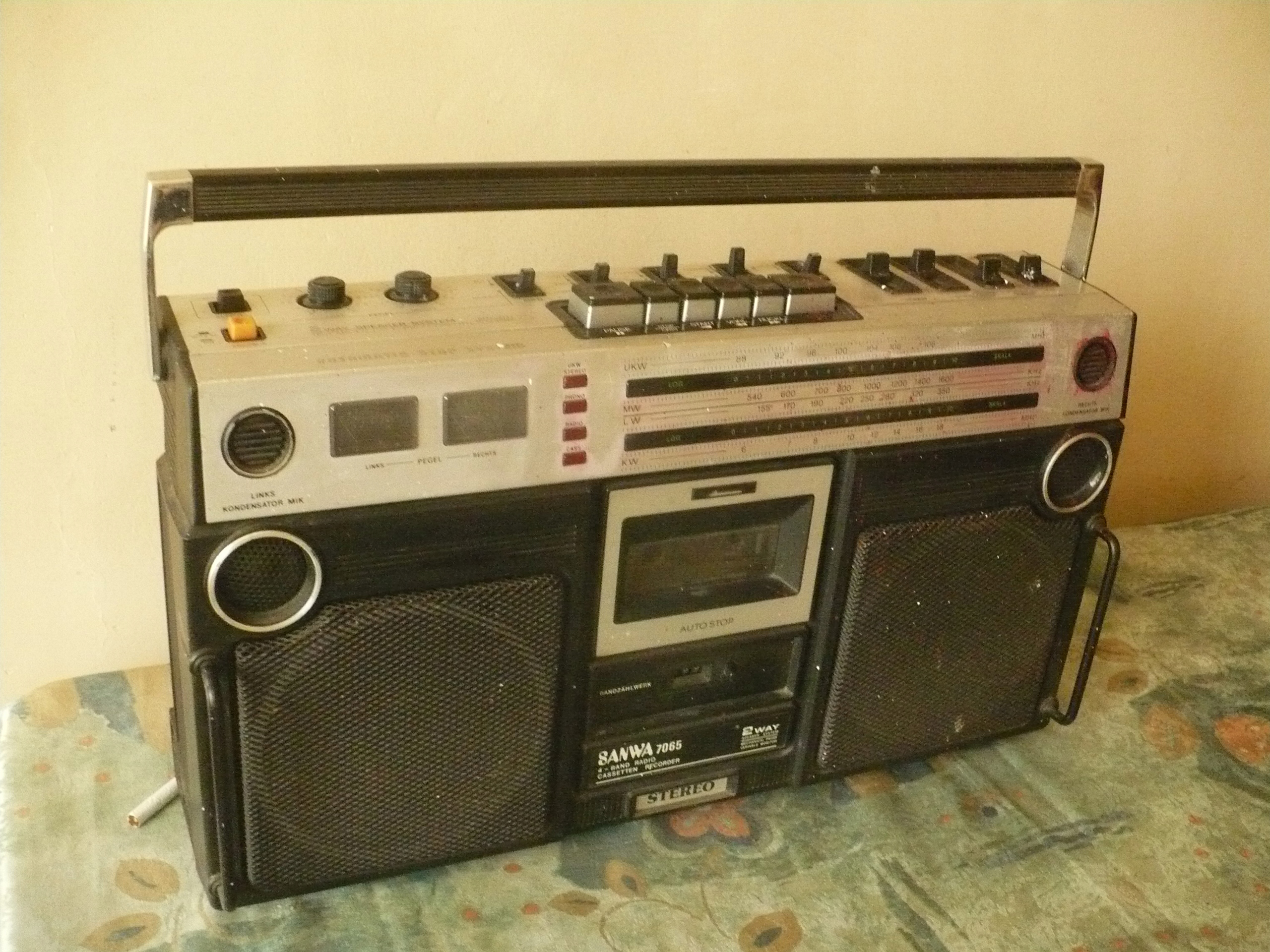 RADIO MAGNETOFON SPRAWNY SANWA 7065