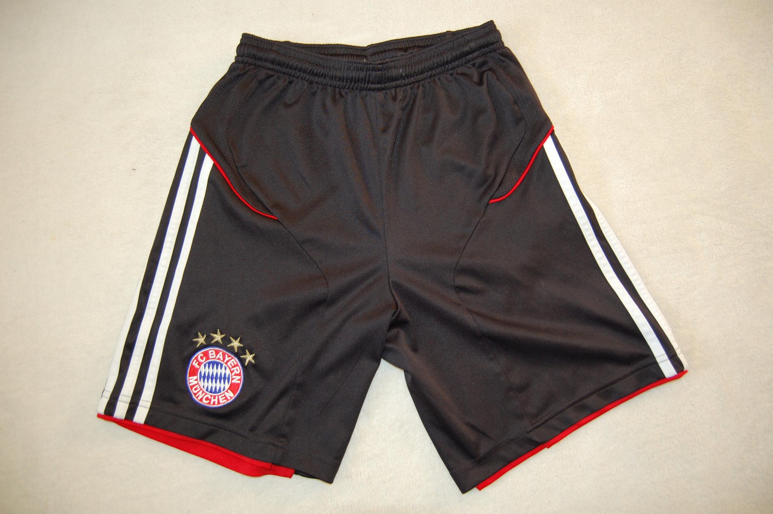 Spodenki Adidas Bayern Monachium Rozmiar 152cm