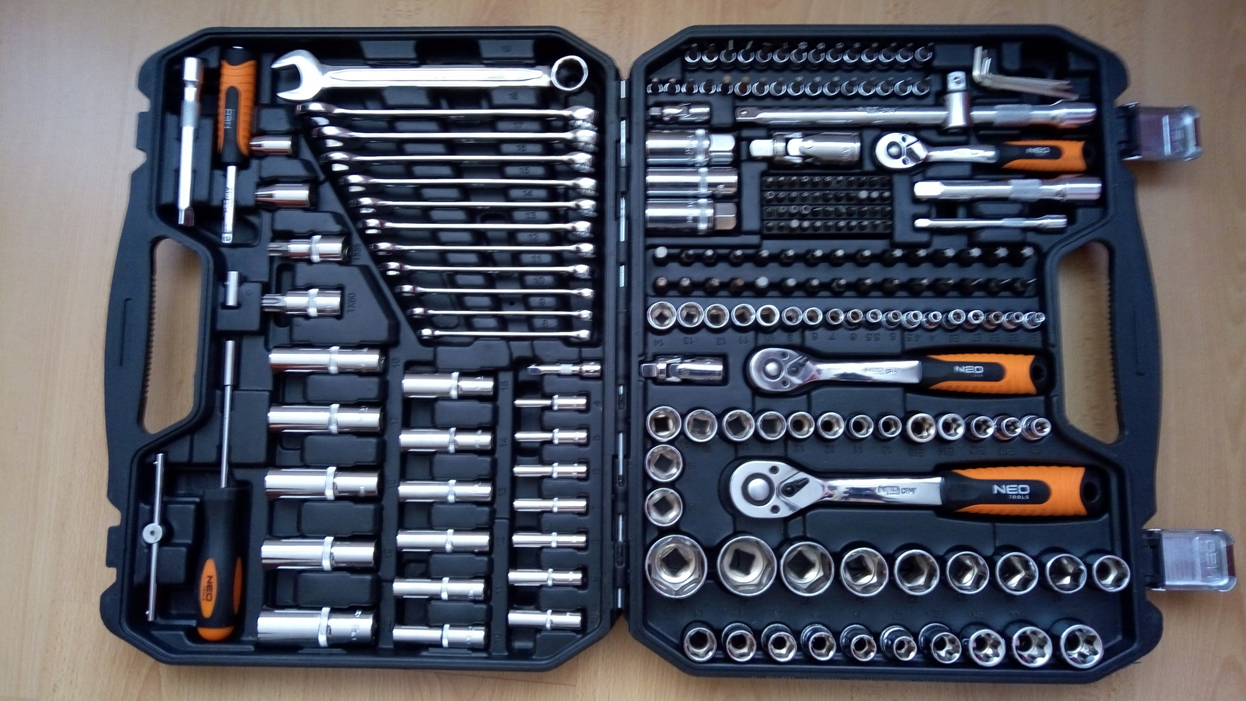 Zestaw klucze nasadowe NEO TOOLS 219 08-671