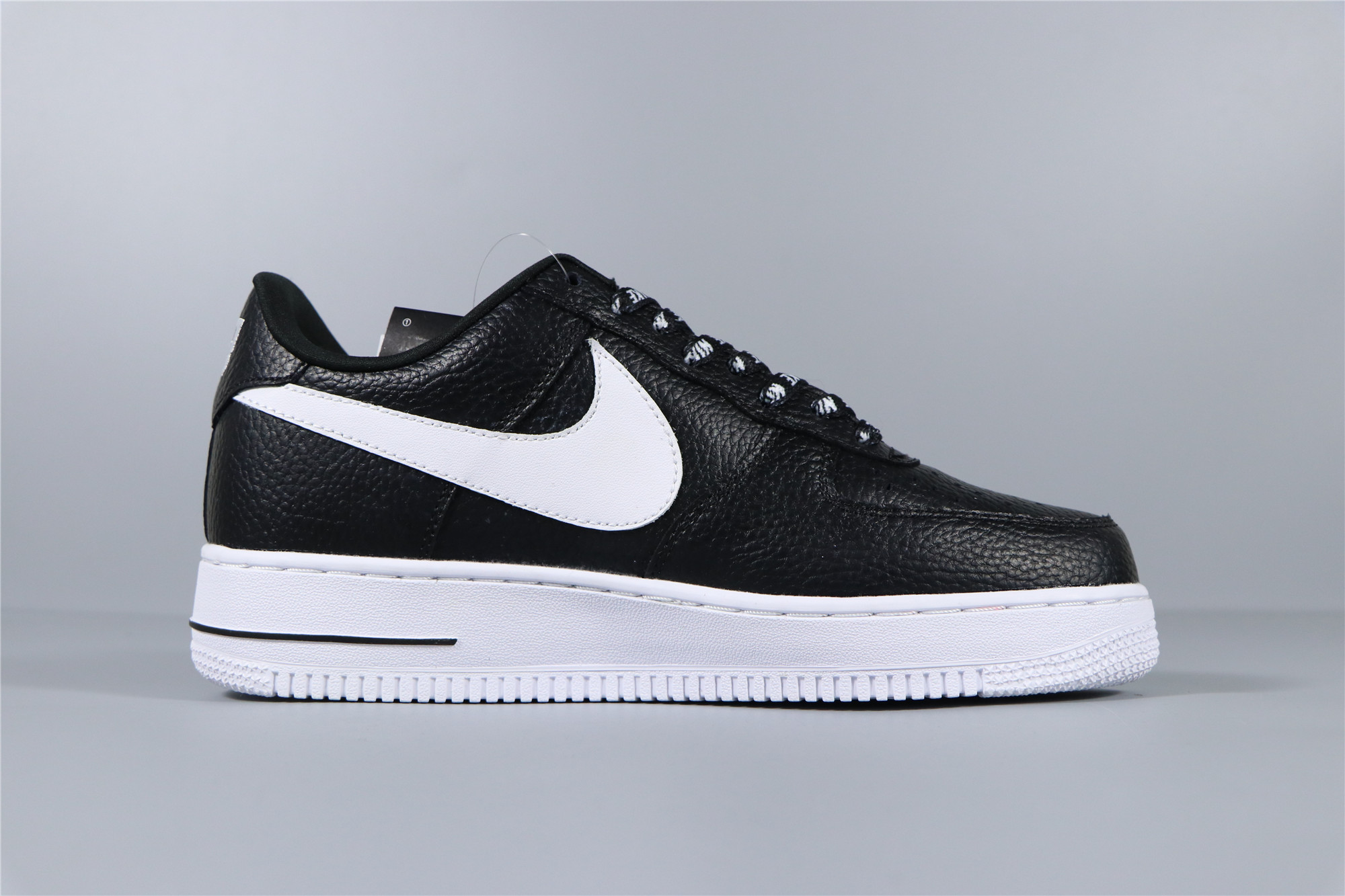 new product a56f4 668d8 Nike Air Force 1 07 LV8 NBA 823511-007 +GRATIS