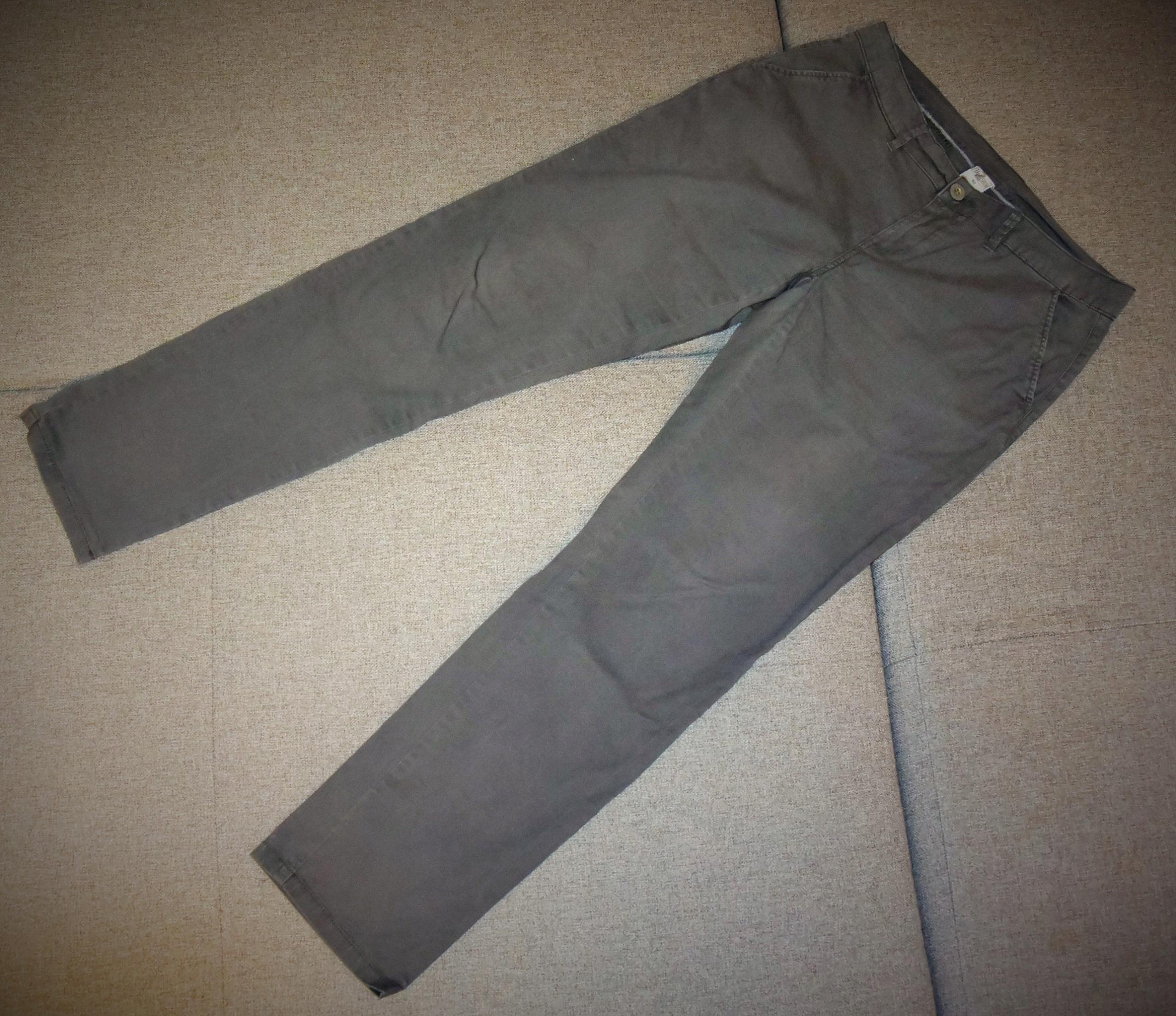 Spodnie chinosy w kolorze szarym