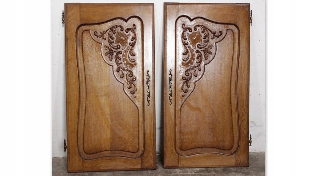 5416 para klasycznych, rzeźbionych drzwi