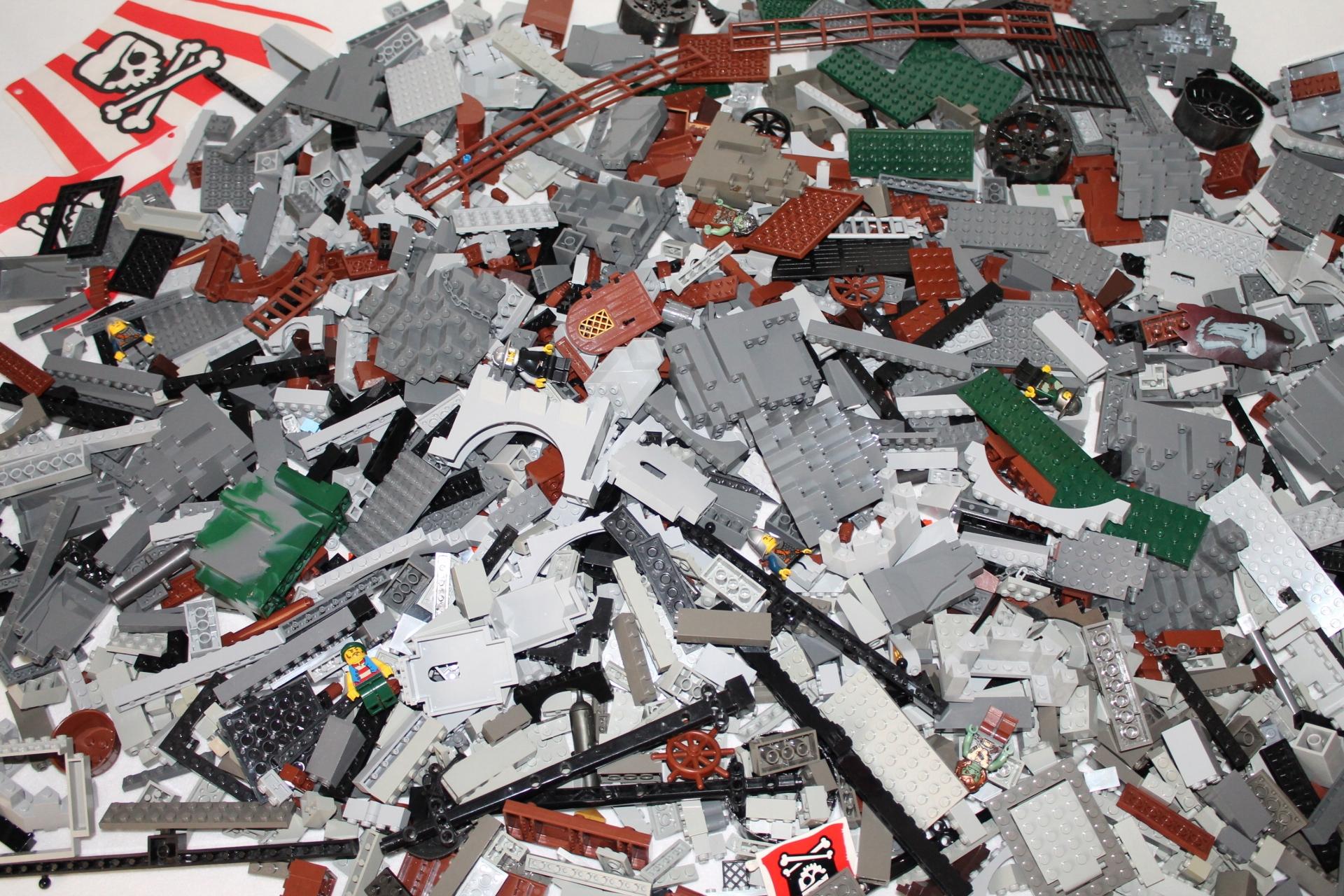 LEGO Castle i Piraci 3,45 kg figurki (L 46)
