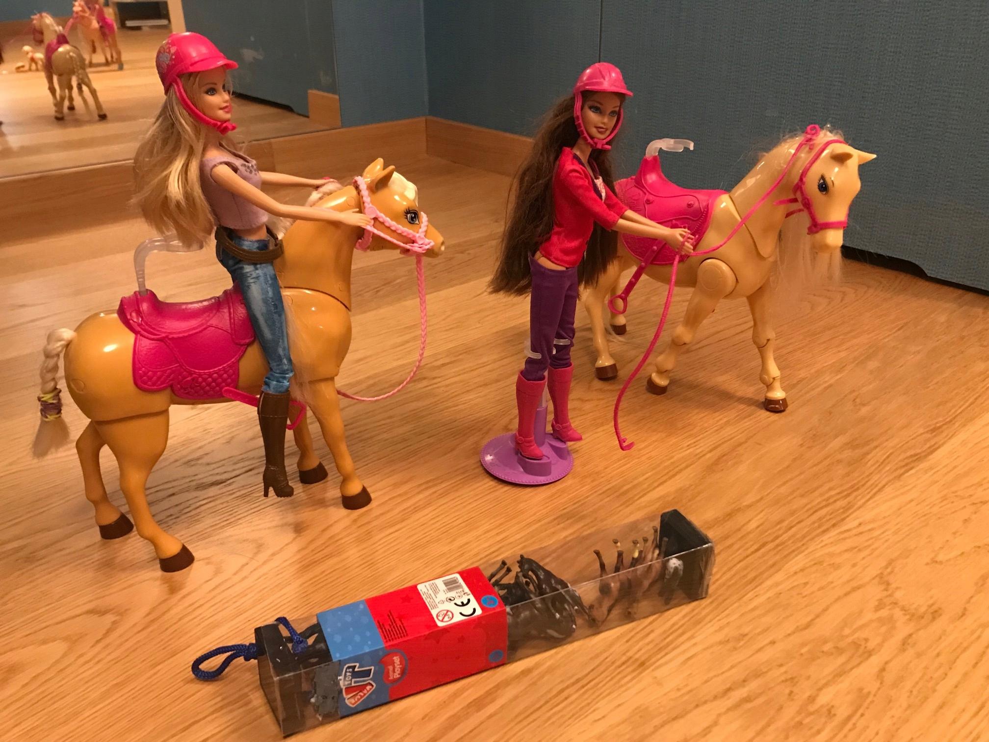 2 Barbie 2 konie - super zestaw - koń jeździ