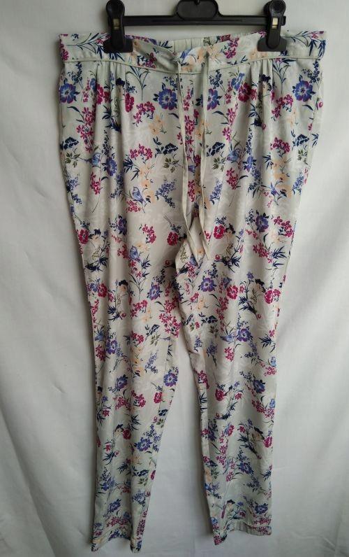 Spodnie kwiaty New Look S