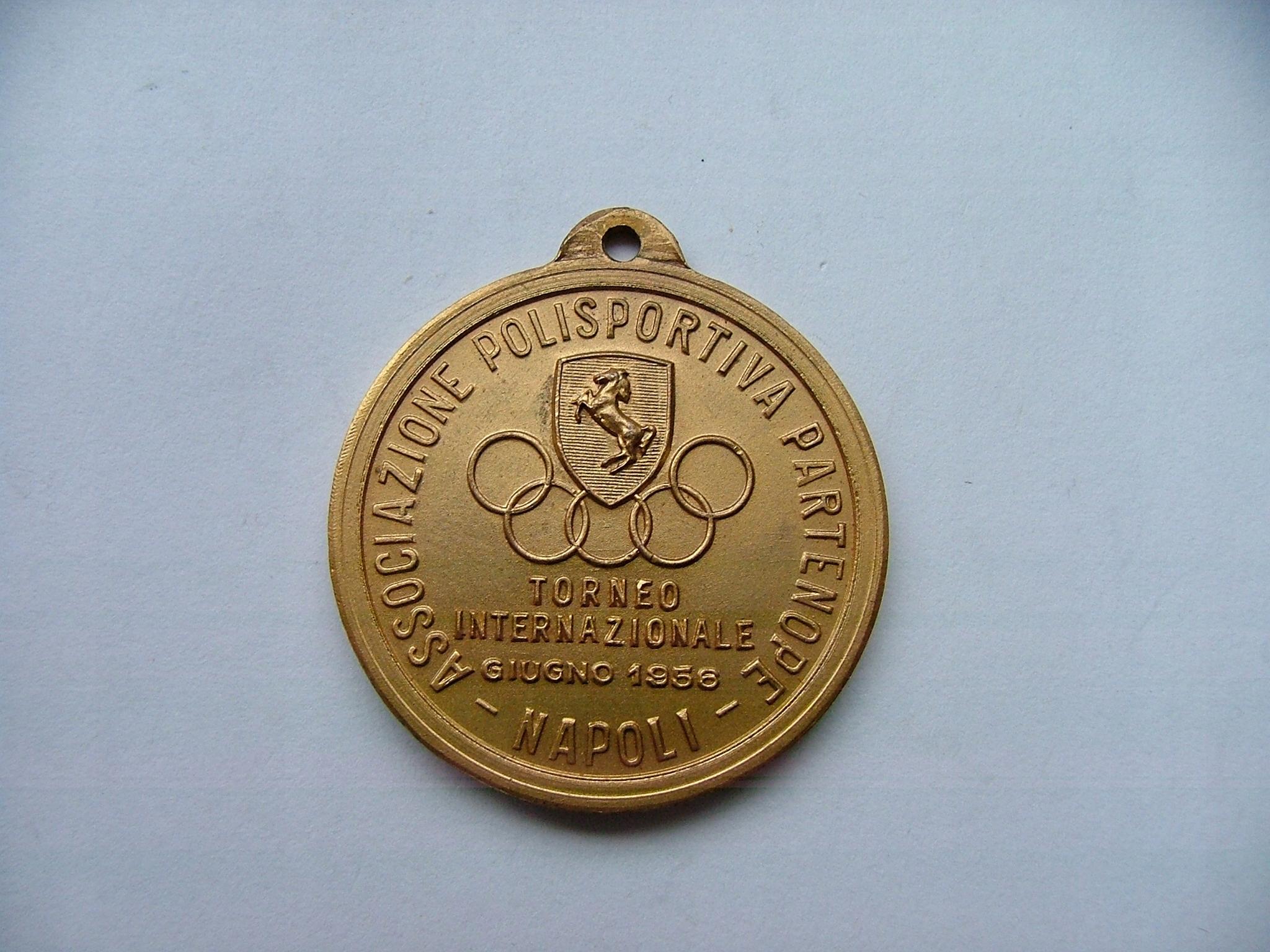 Stary medal sportowy.