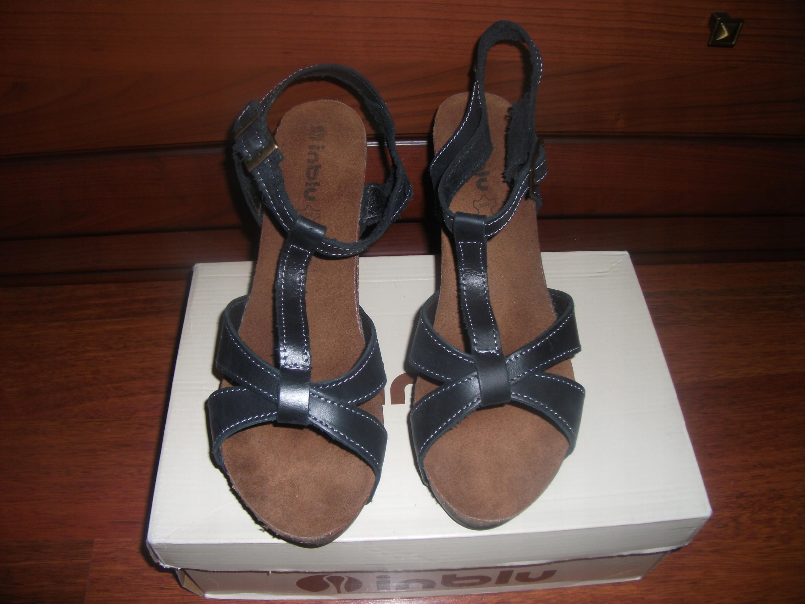 sandały na koturnie brazylijskie