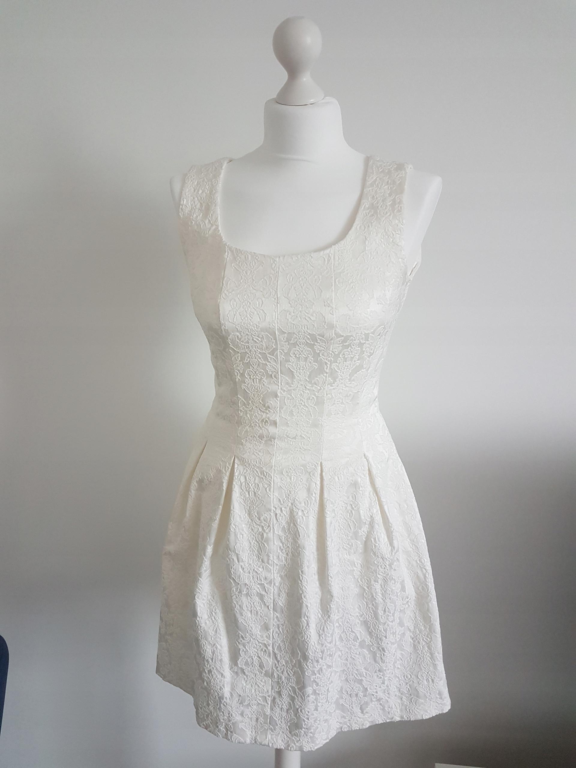 Sukienka krótka rozkloszowana ecru S