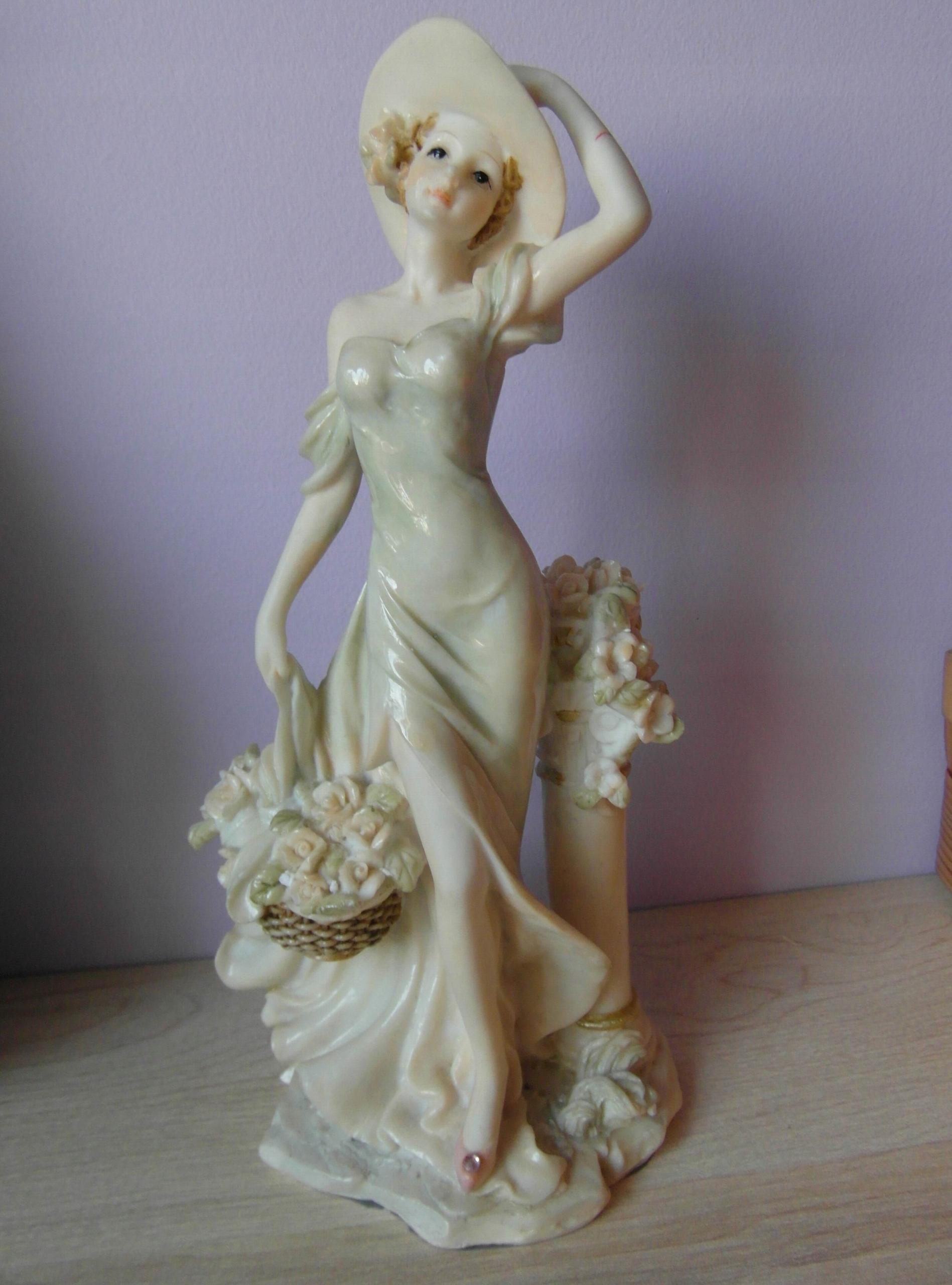 SHUDEHILL - dama w kapeluszu - figurka