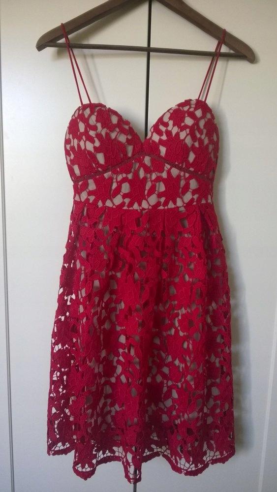 Poszukiwana sukienka MOHITO czerwona gipiura 38