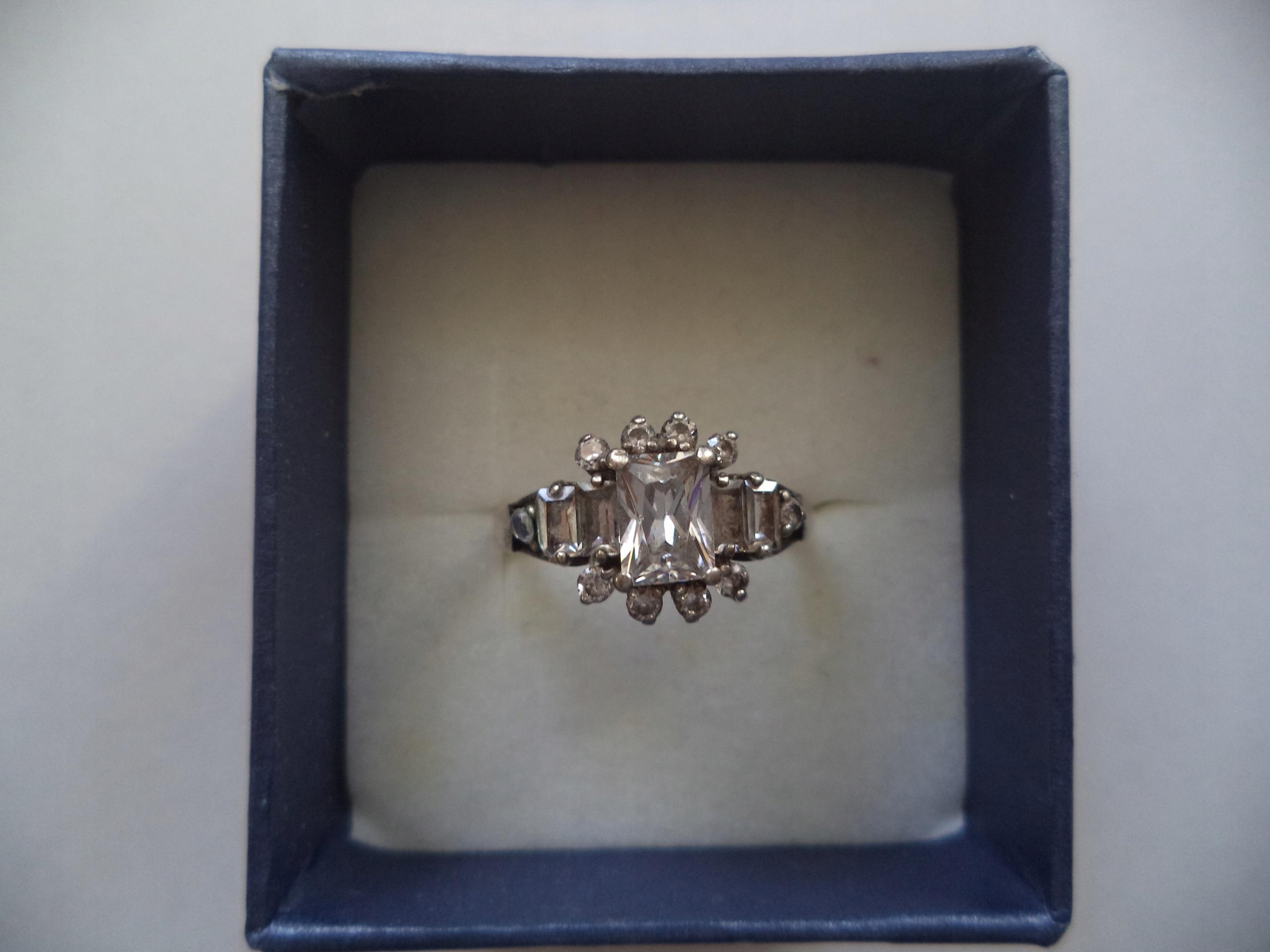 Pierścionek srebrny z cyrkoniami 925