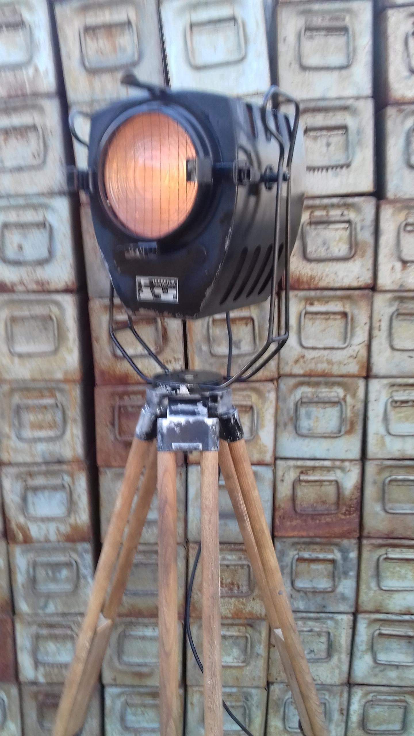 Lampa teatralna Loft reflektor sceniczny statyw