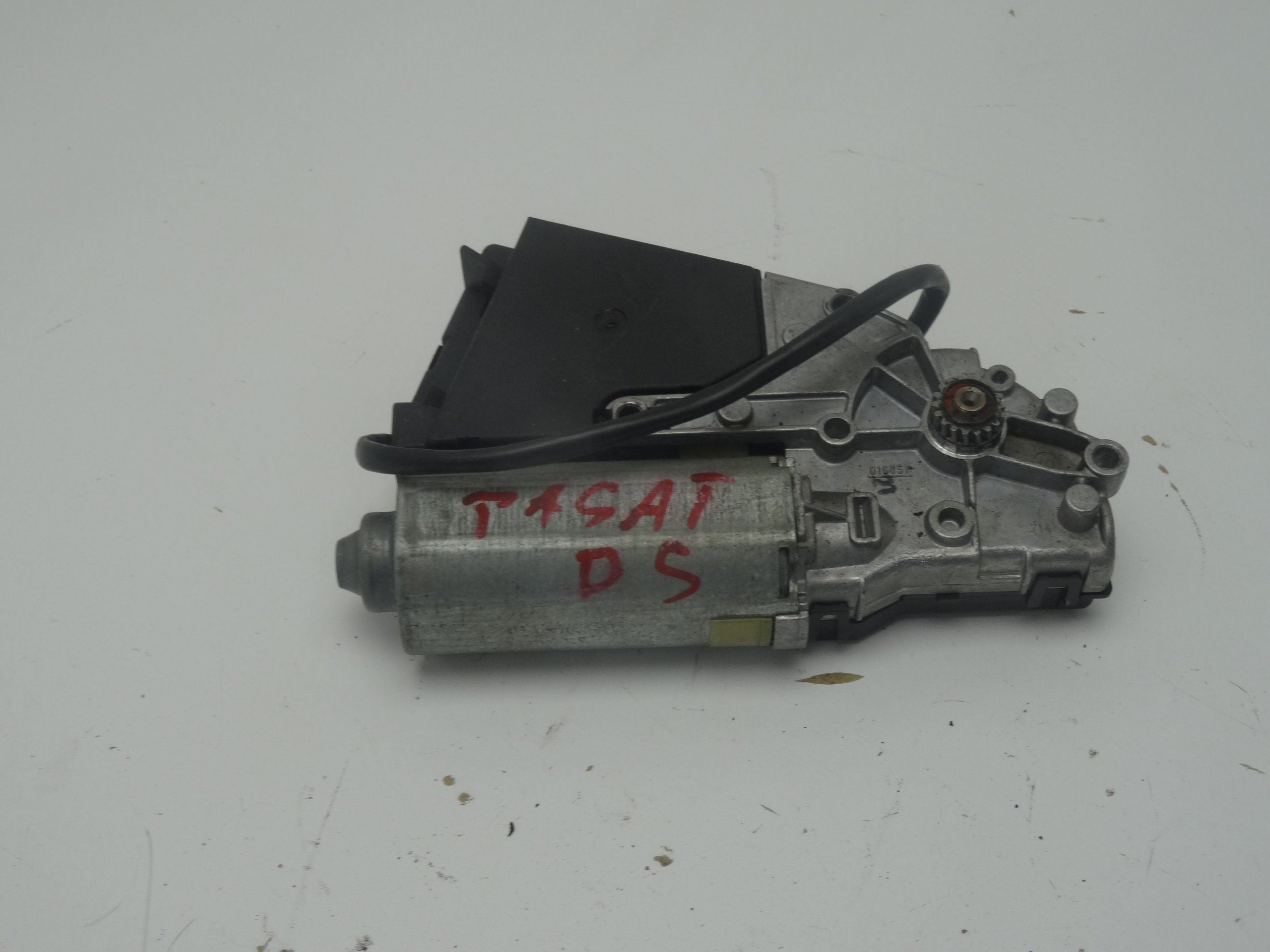 SILNICZEK SZYBERDACHU VW PASSAT B5 GOLF IV