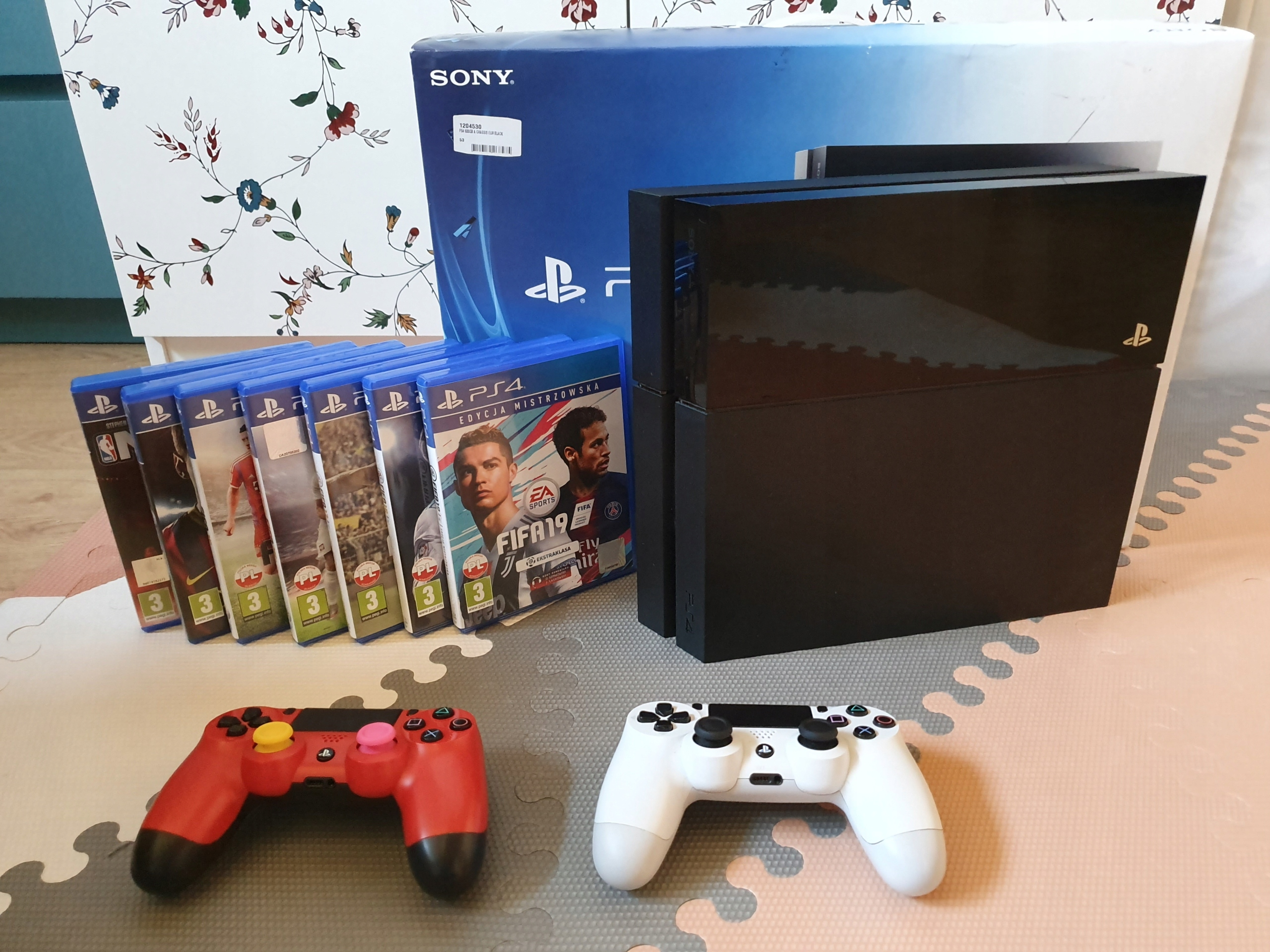 Sony Playstation 4 (PS4) 500GB + 20 gier + 2 pady