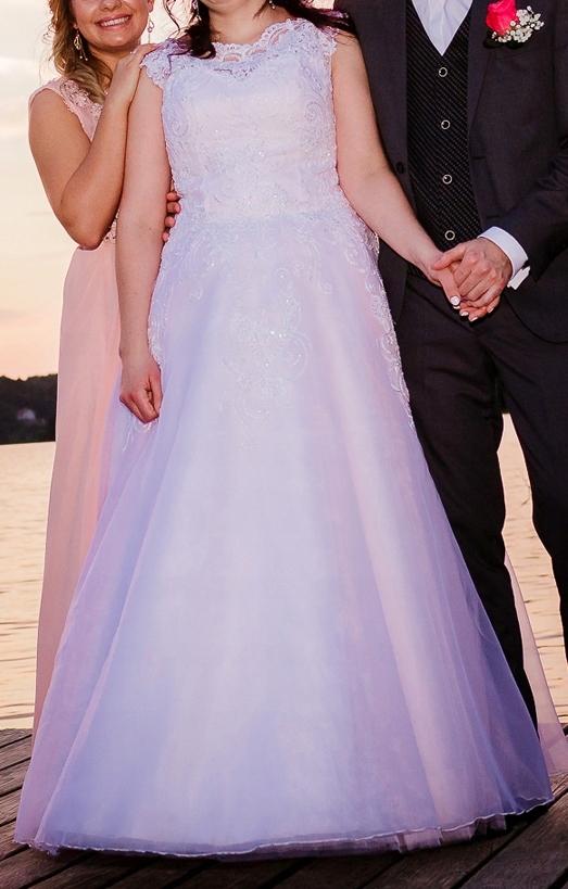 suknia ślubna koronka wpadająca w róż różowa
