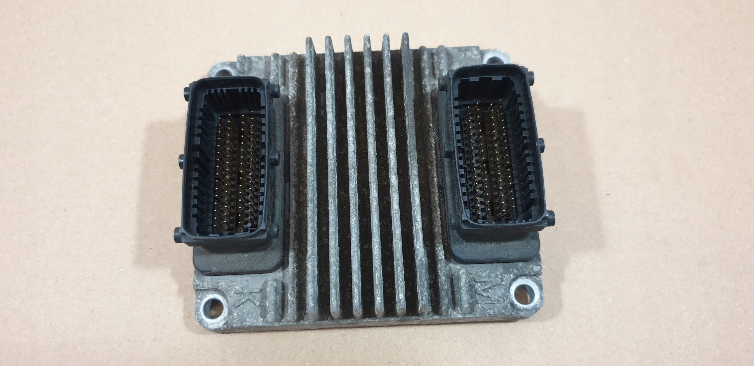 Komputer silnika Opel Astra 1.6 12211330 DYCA