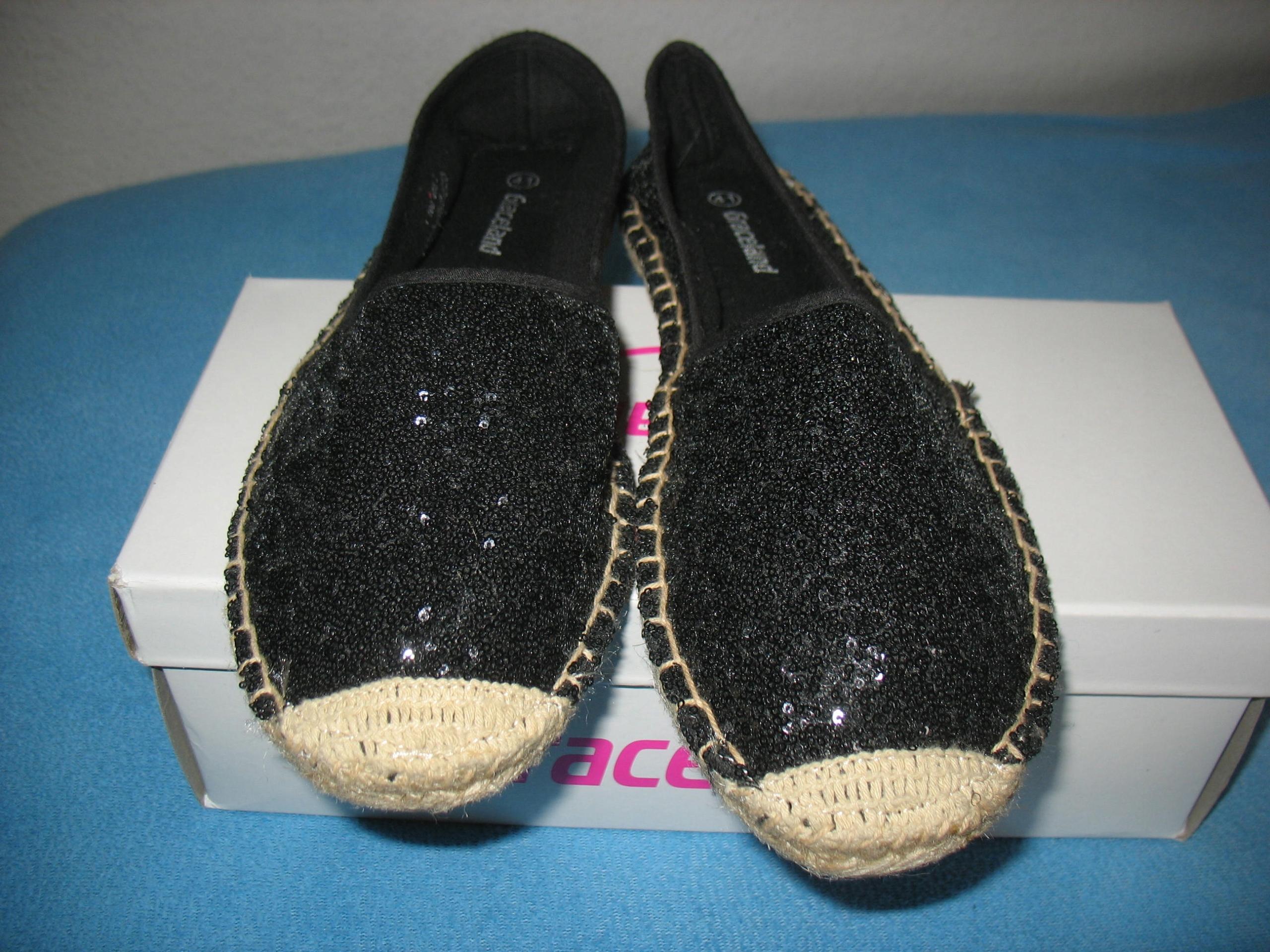 Czarne błyszczące buty na gumowej podeszwie r.42