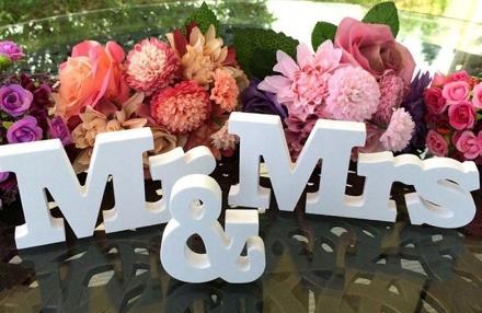 Napis MR&MRS na stół weselny dekoracyjny biały