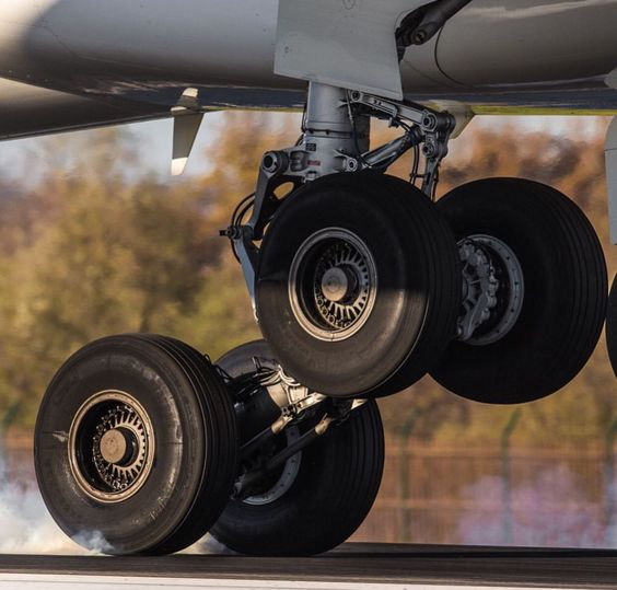 Opony Boeing 767 Unikat kolekcjonerski z PLL LOT
