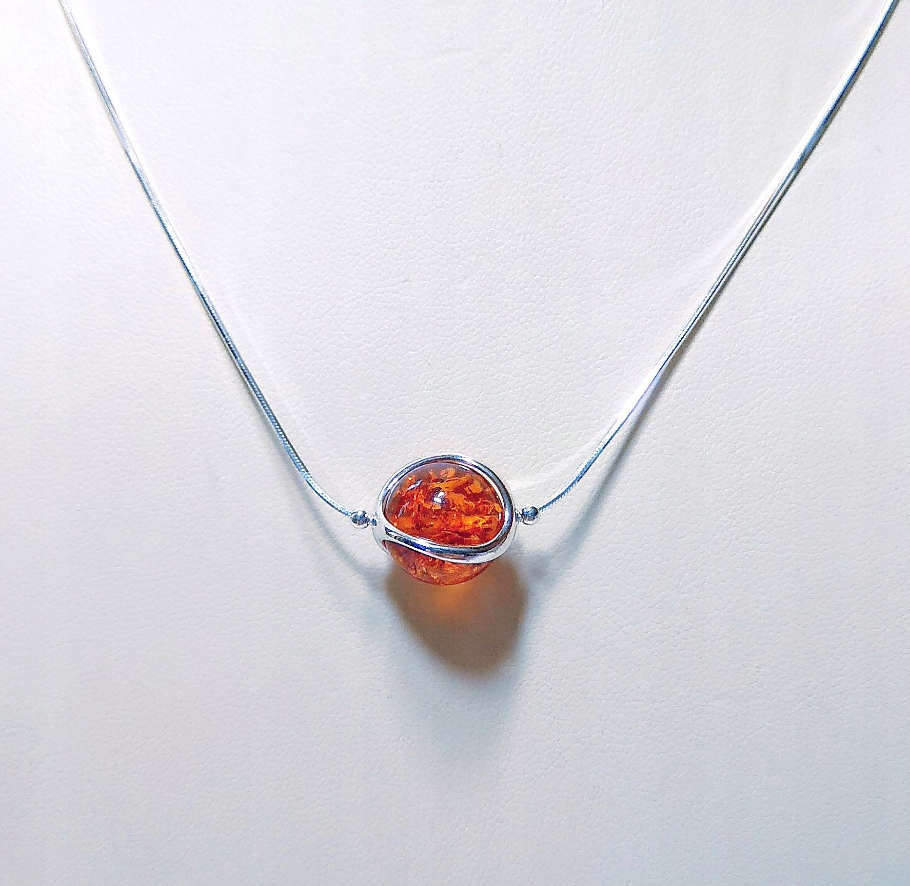 NASZYJNIK - srebrny z bursztynem