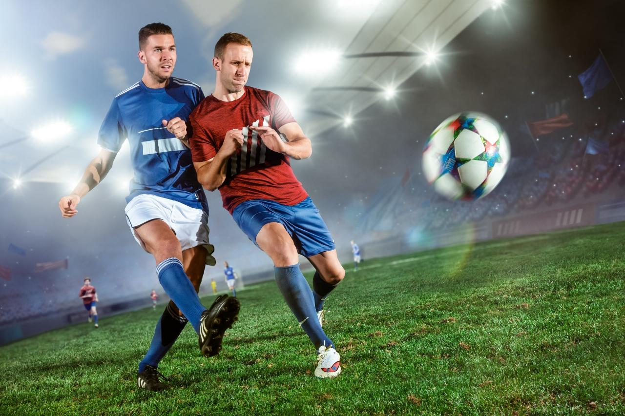 Plakat Piłka Nożna Piłkarze Akcja Boisko 70x50