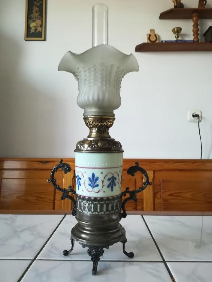 Miniaturowa lampa naftowa