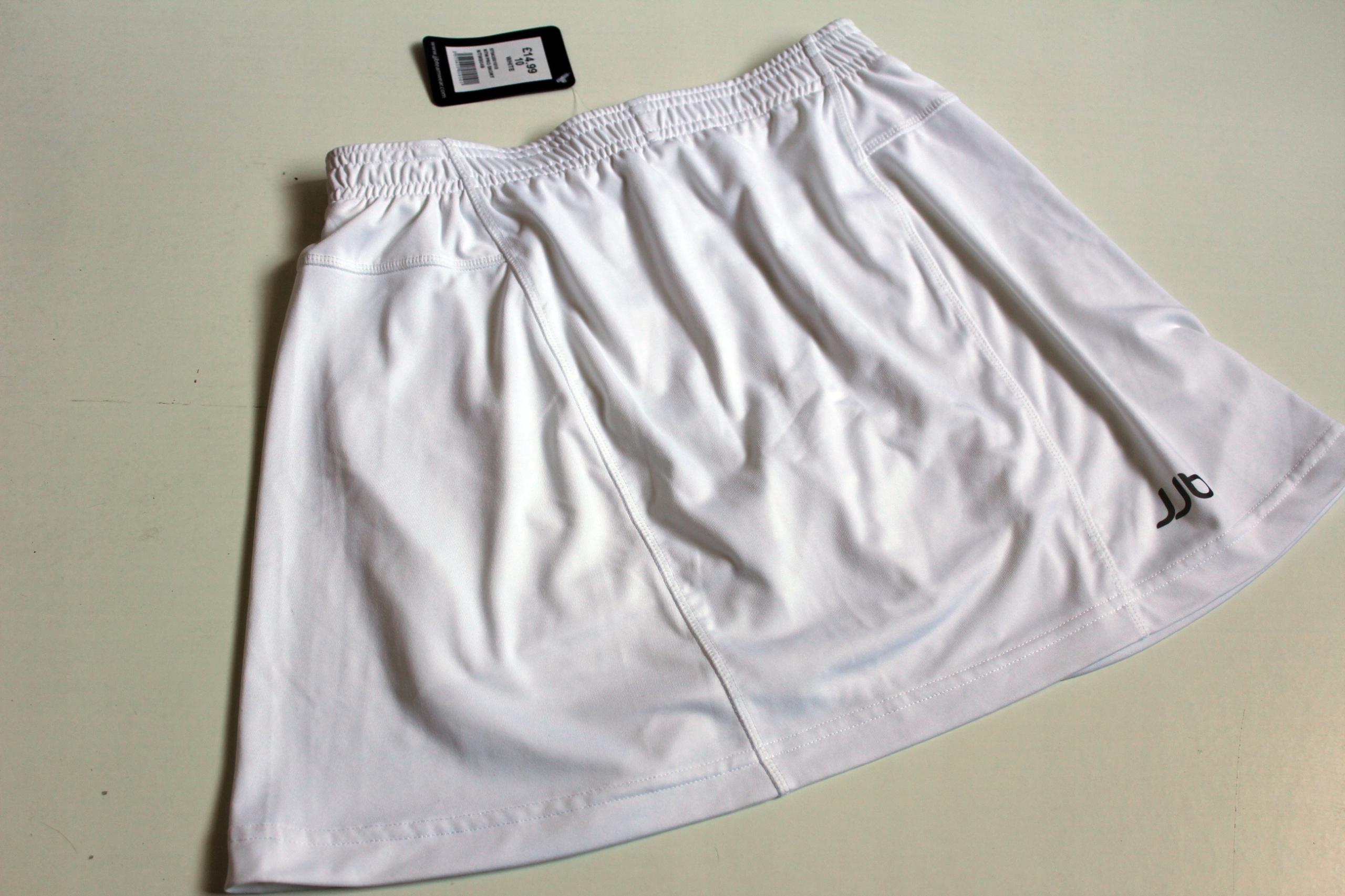 Sportowa spódnica ze spodenkami