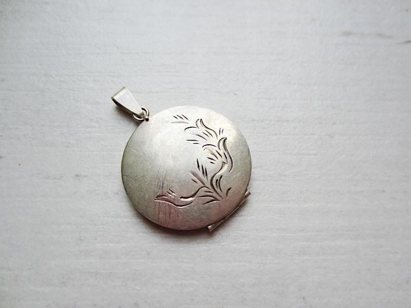 Wisiorek otwierany, na zdjęcie srebrny