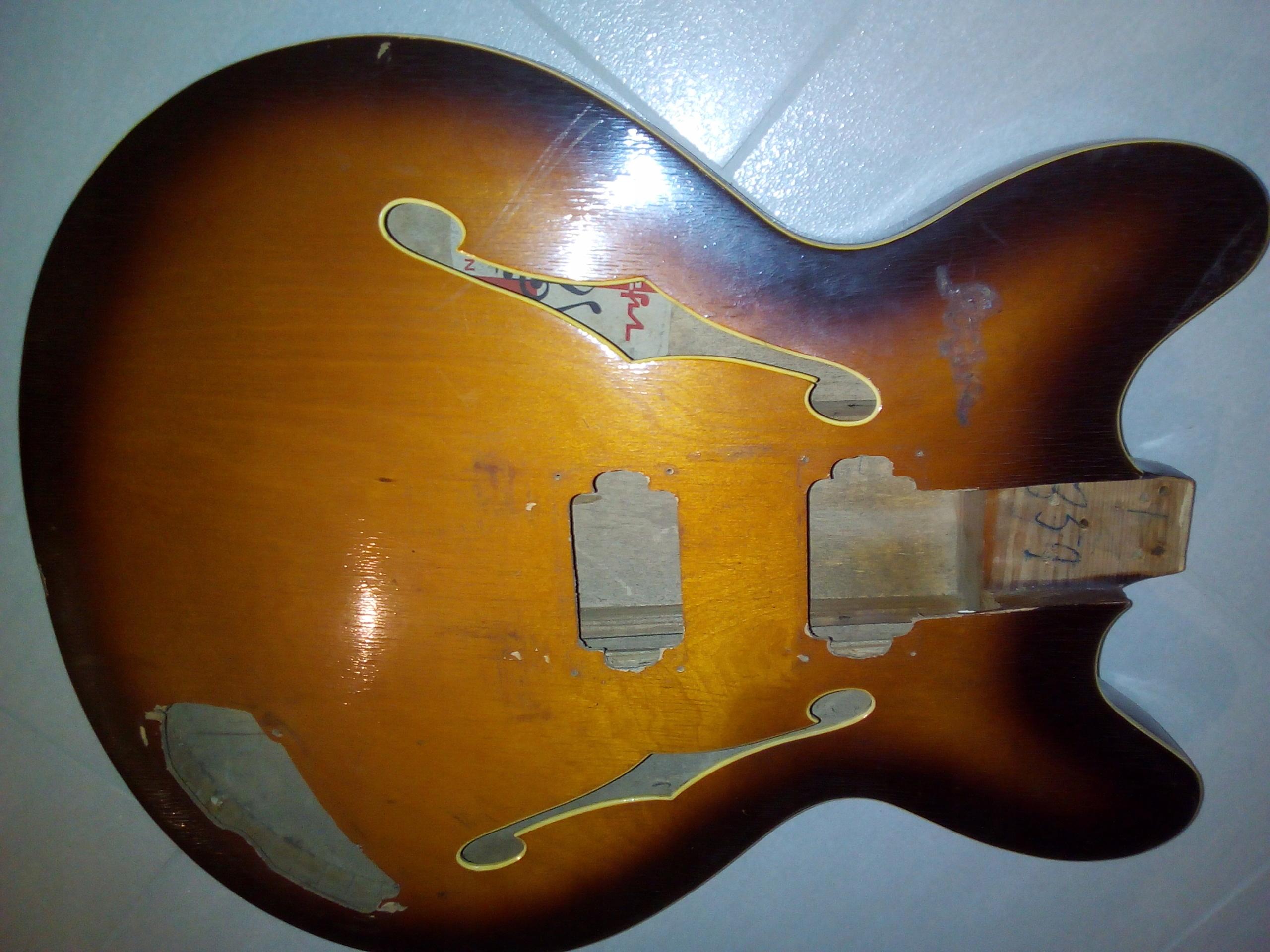 Gitara basowa Defil Rytm - korpus
