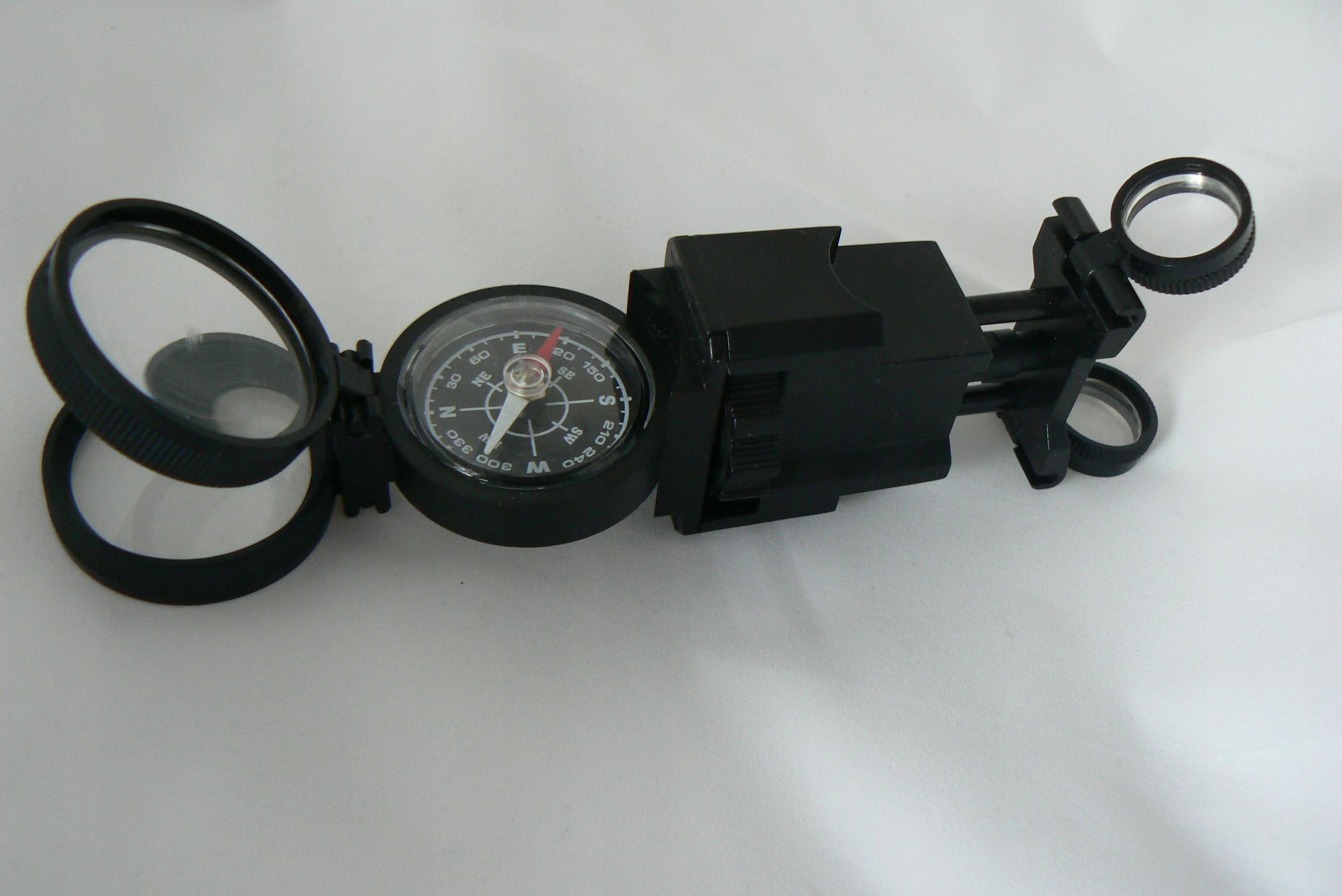 Przybornik surwiwalowca kompas,lupy,soczewki